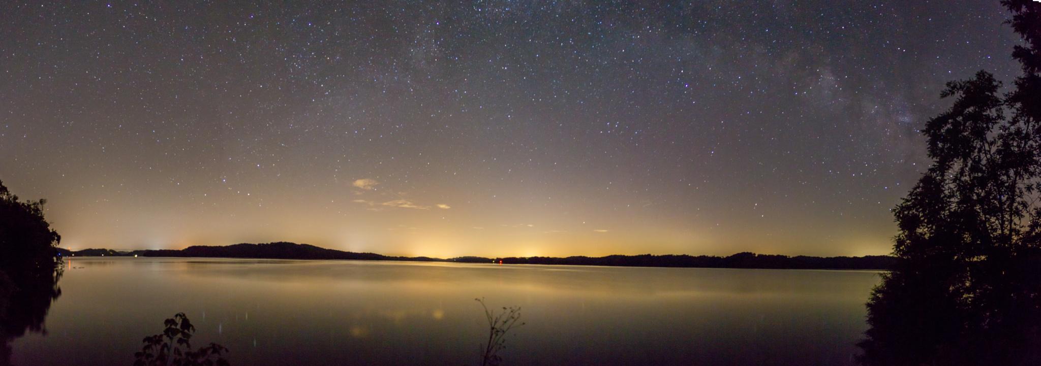 Lake and sky by manofhg