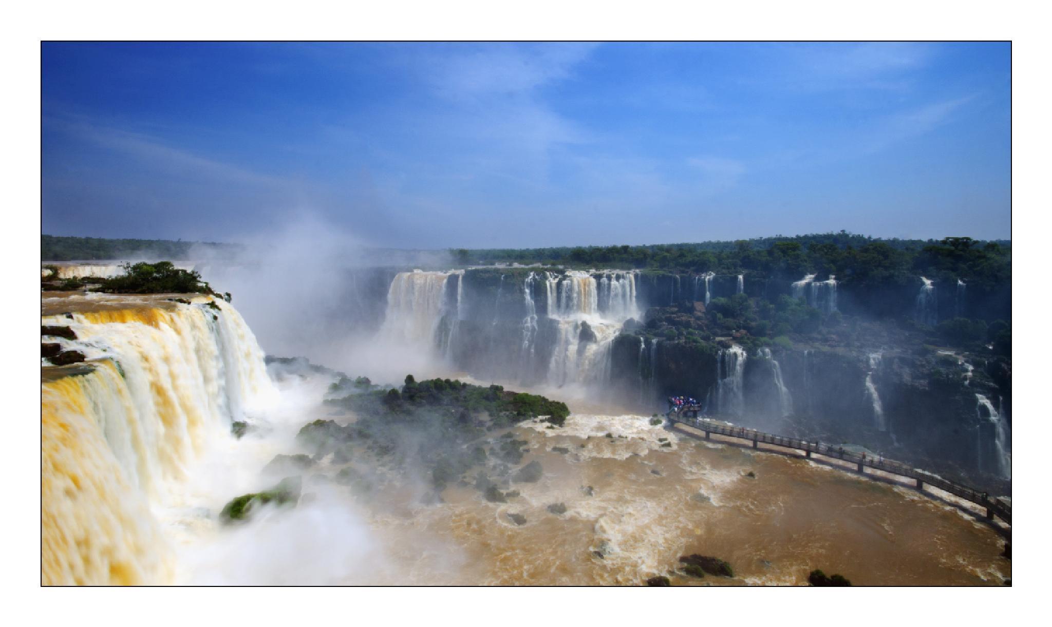 Iguaçu Falls by antónio marciano