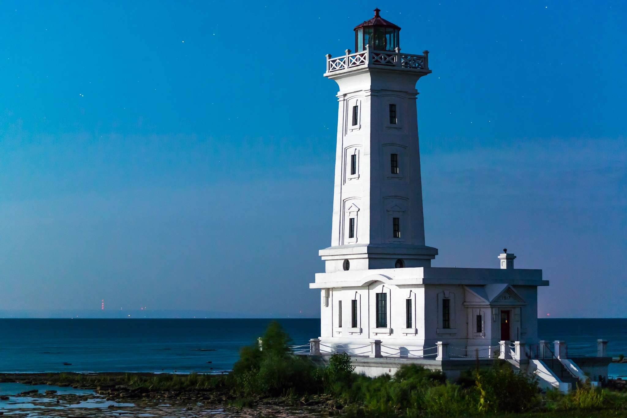 Pt Abino Lighthouse by PHCaswell