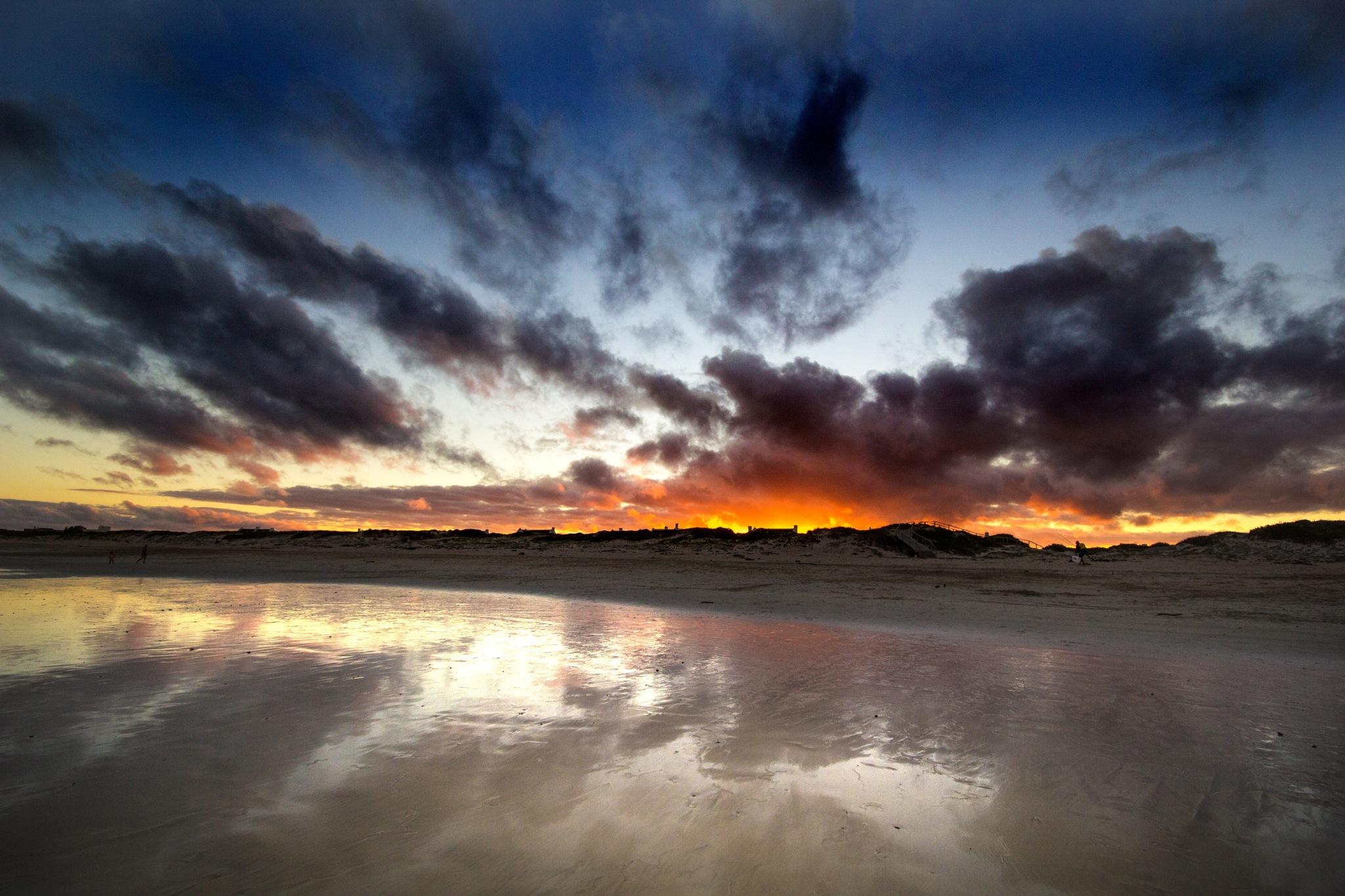 Fiery sunset by Nauta Piscatorque
