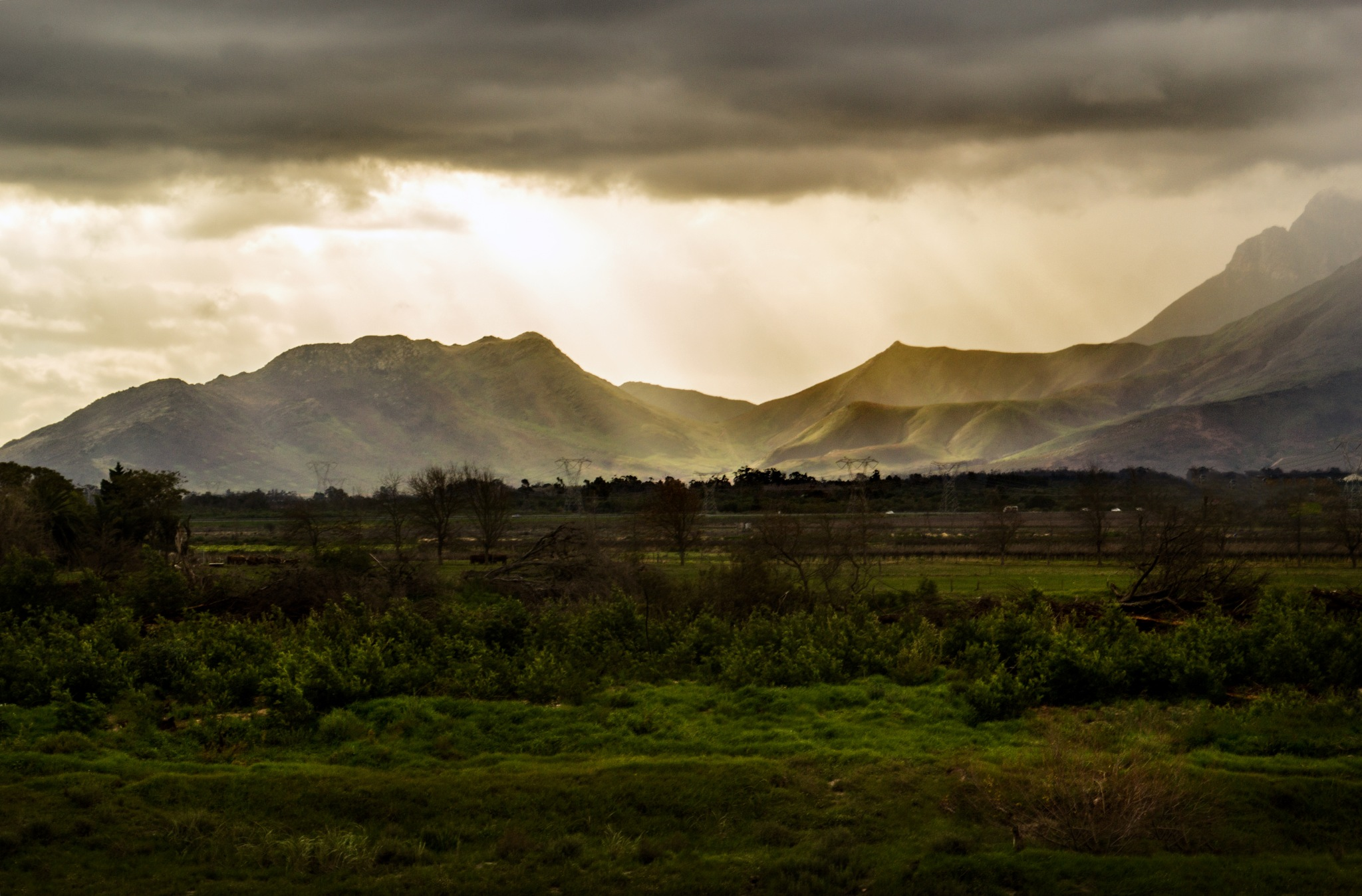 Sunrays on the mountains by Nauta Piscatorque