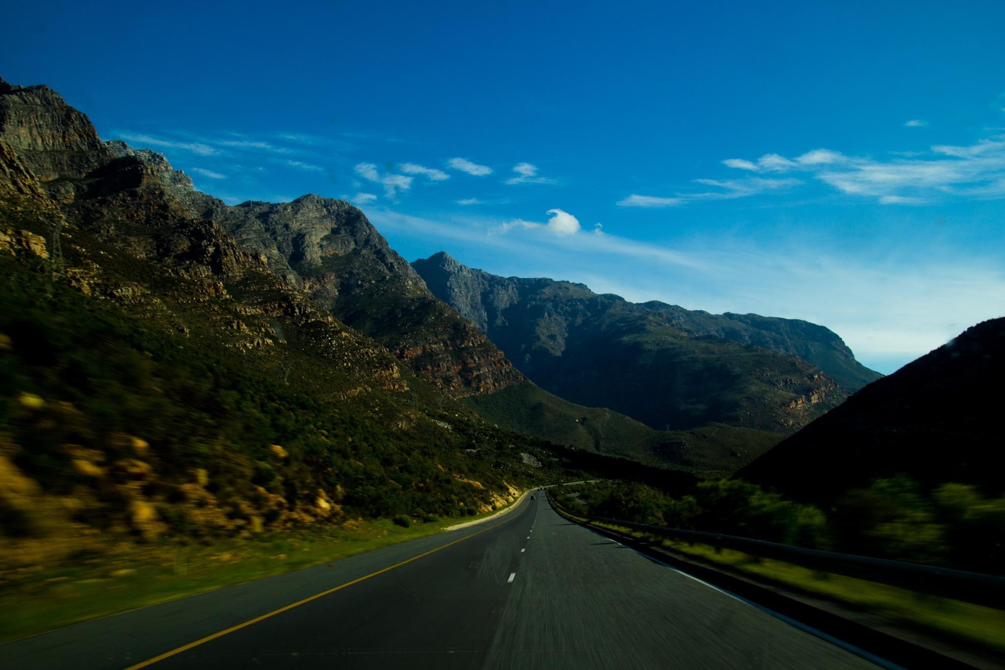 Into the mountains by Nauta Piscatorque