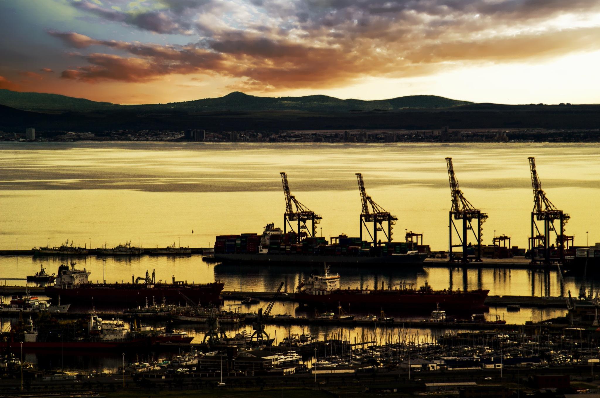 Harbour in silhouette by Nauta Piscatorque