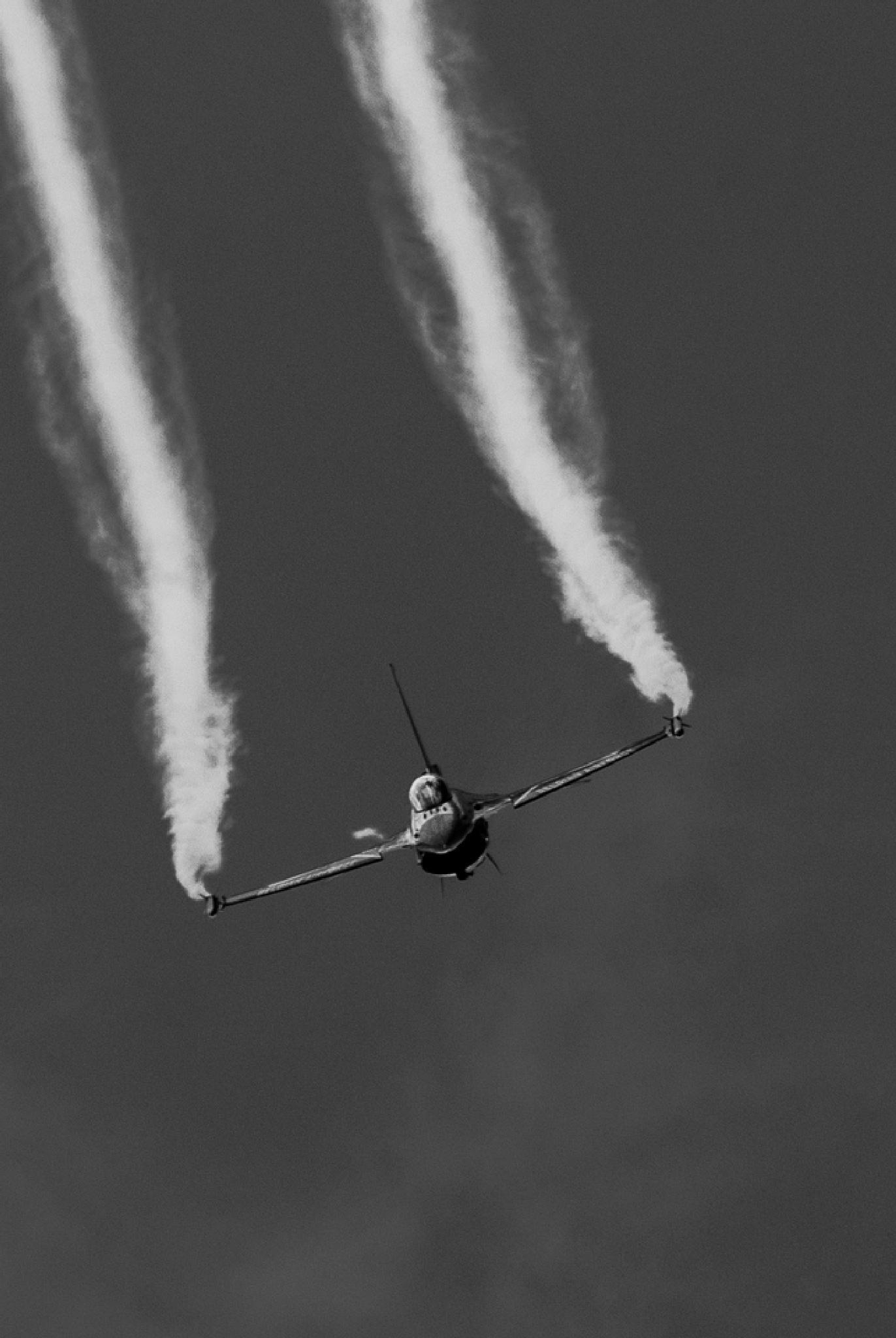 F16  by Mateusz