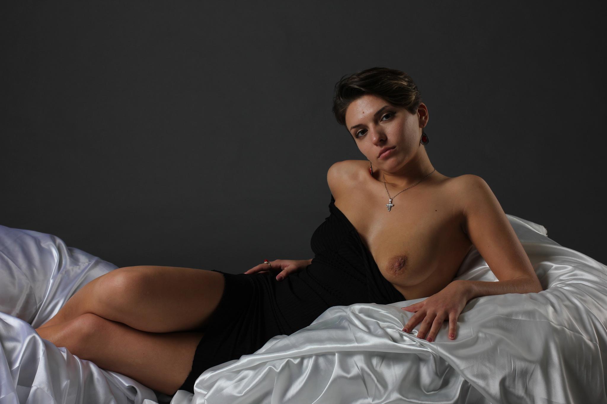 Tempting lady by Kriszen