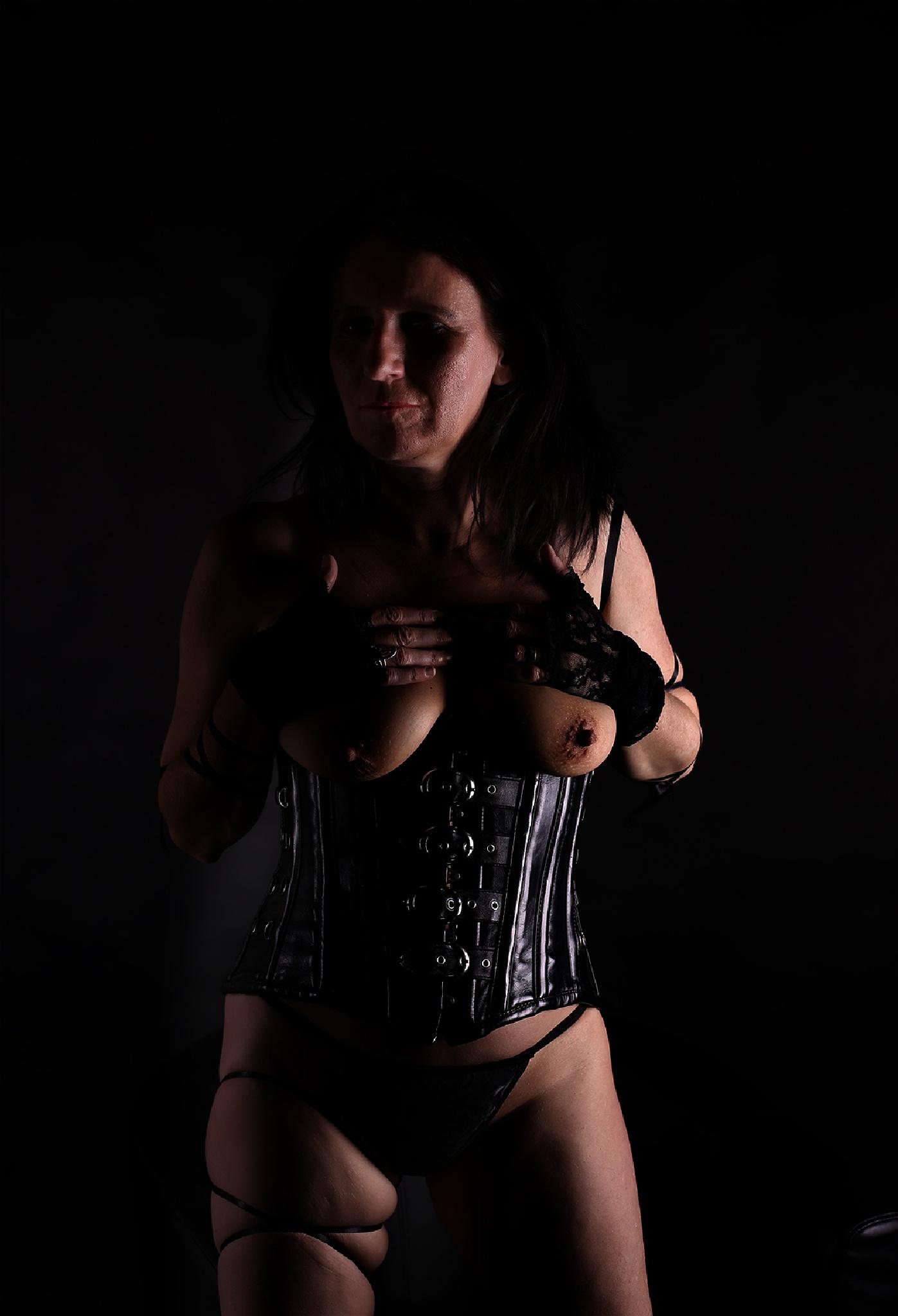 corset lady by Hybryds