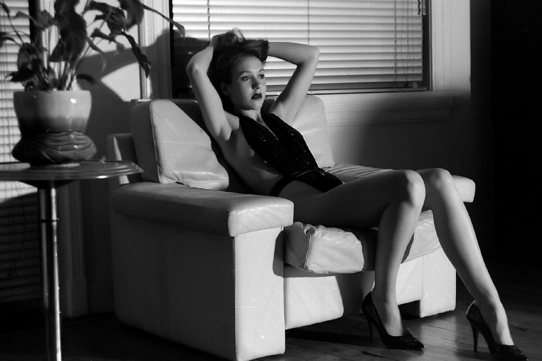 sitting sexy girl by Hybryds
