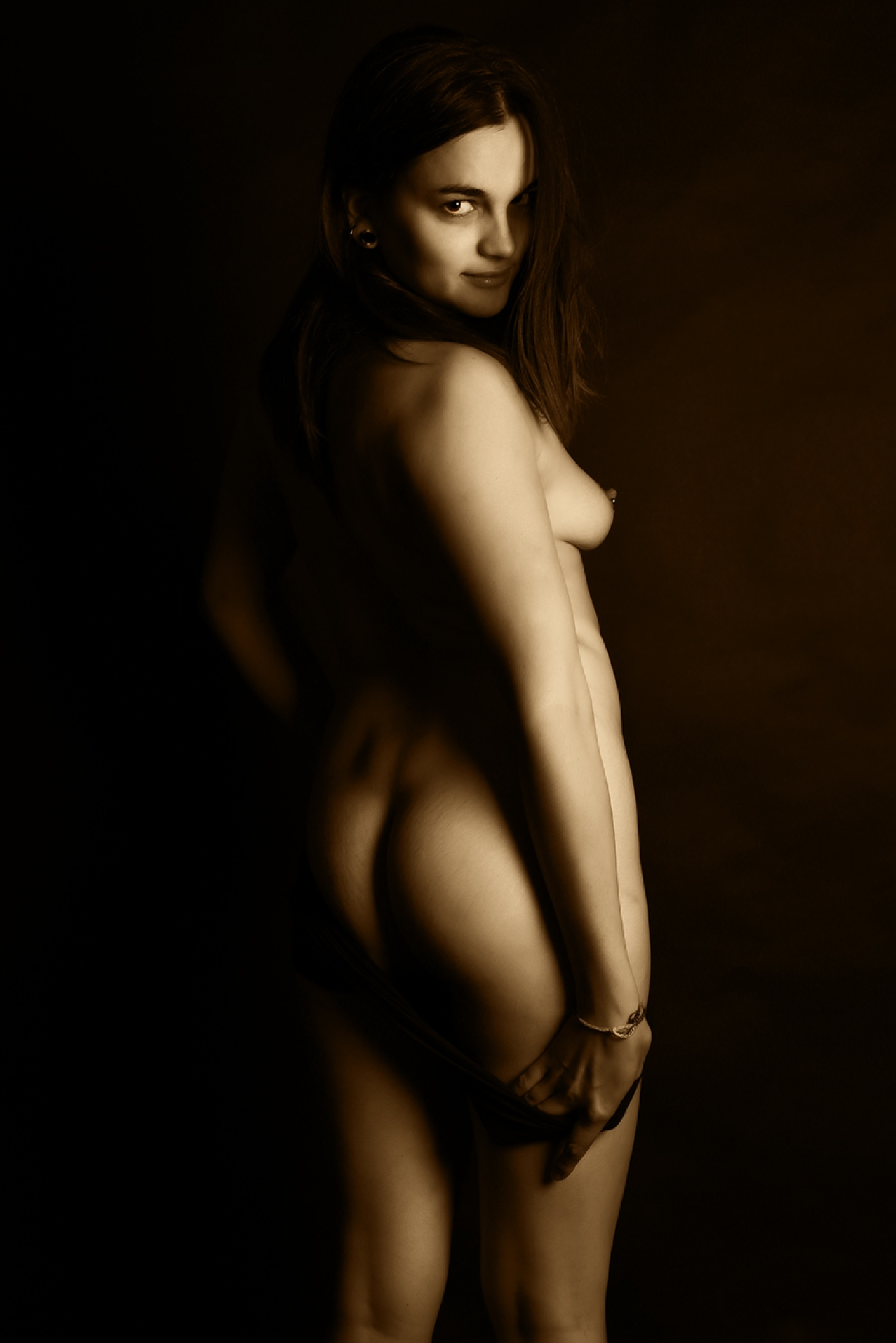 Nude back in ocre by Hybryds