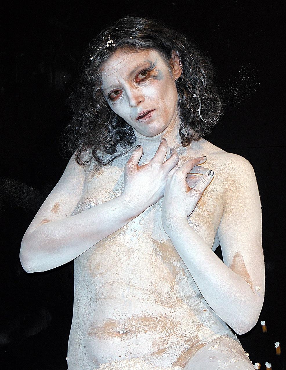 White lady by Hybryds