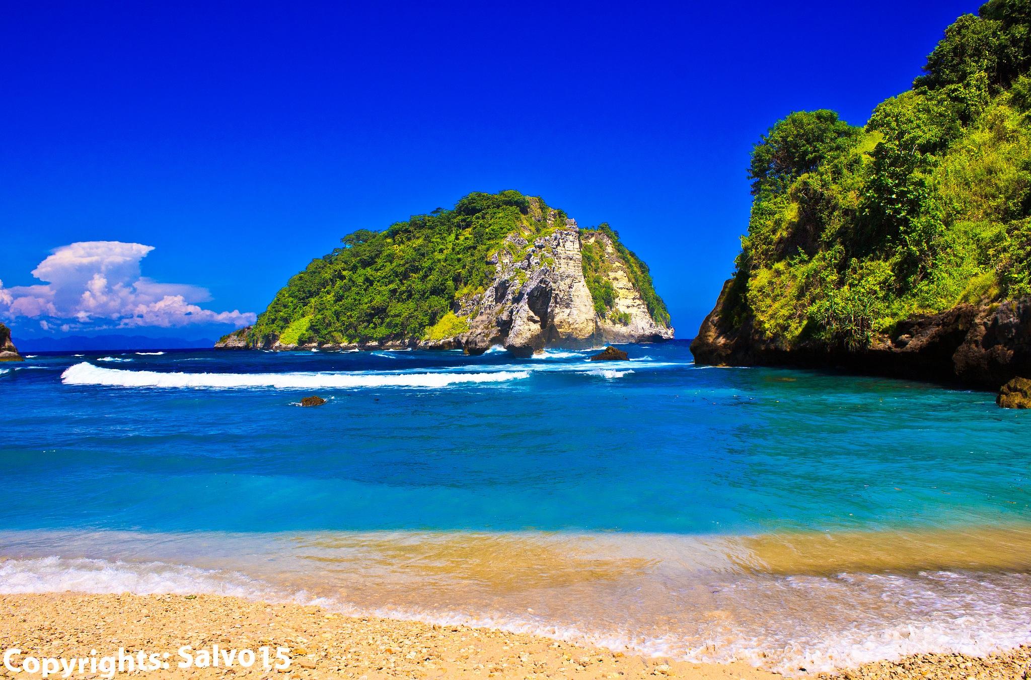 Pantai Atuh by Salvo