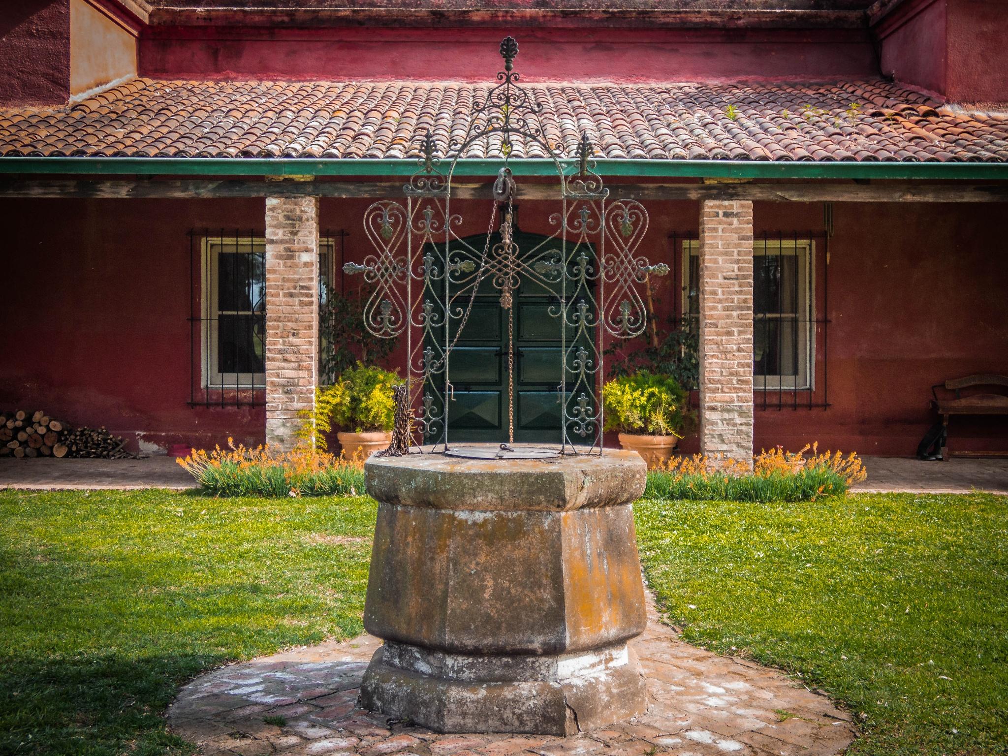 Aljibe (Rain cistern)  by Roberto Justo Robiolo