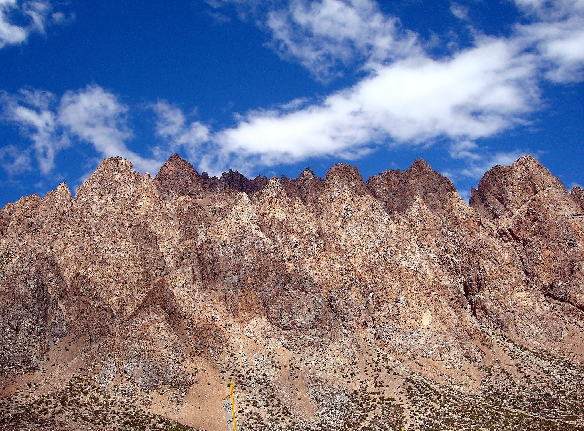 Cerro Penitentes 4.350 m/s/n/m Cordillera de los Andes by Roberto Justo Robiolo