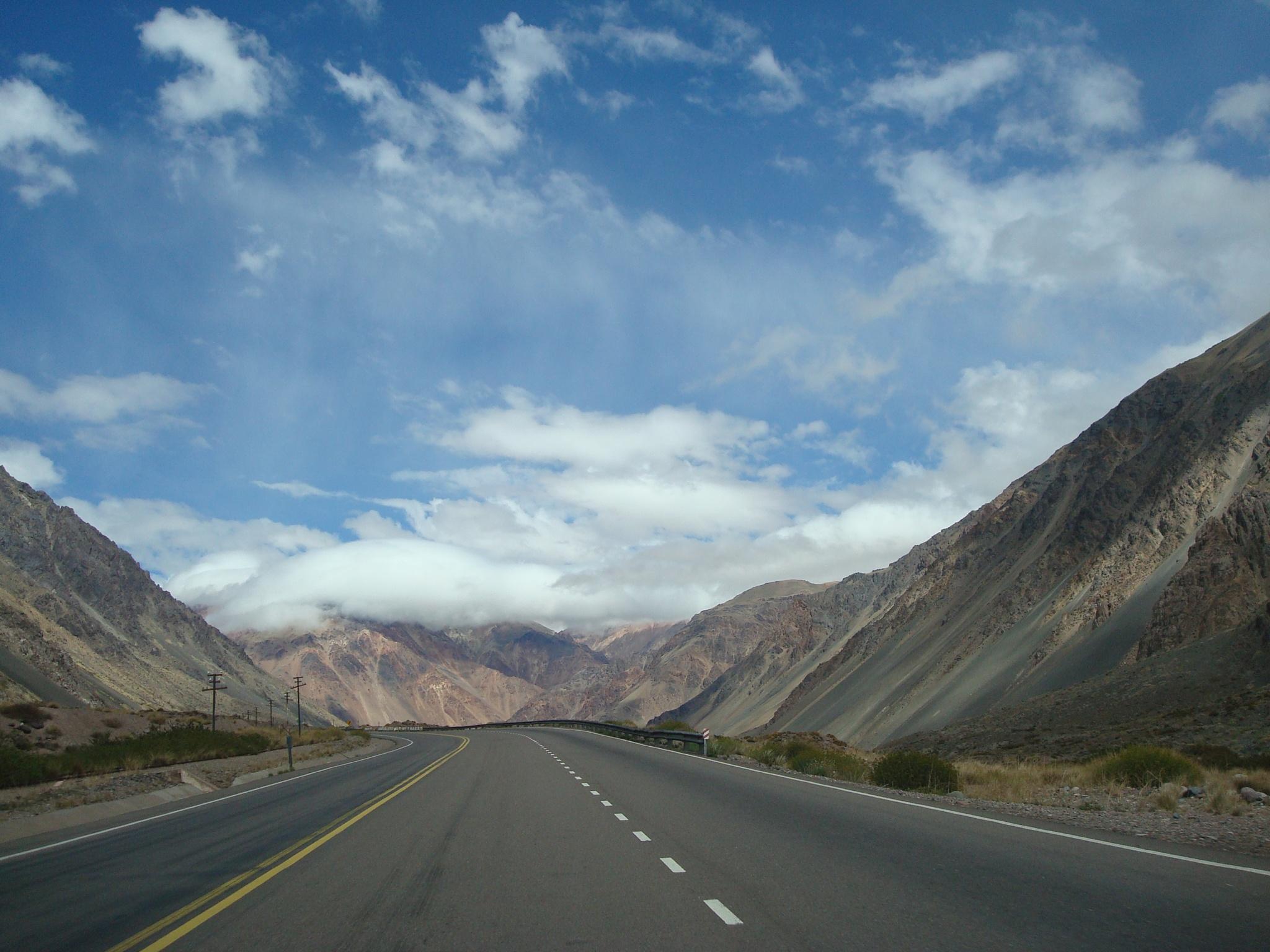 Mendoza route, Cordillera de los Andes by Roberto Justo Robiolo