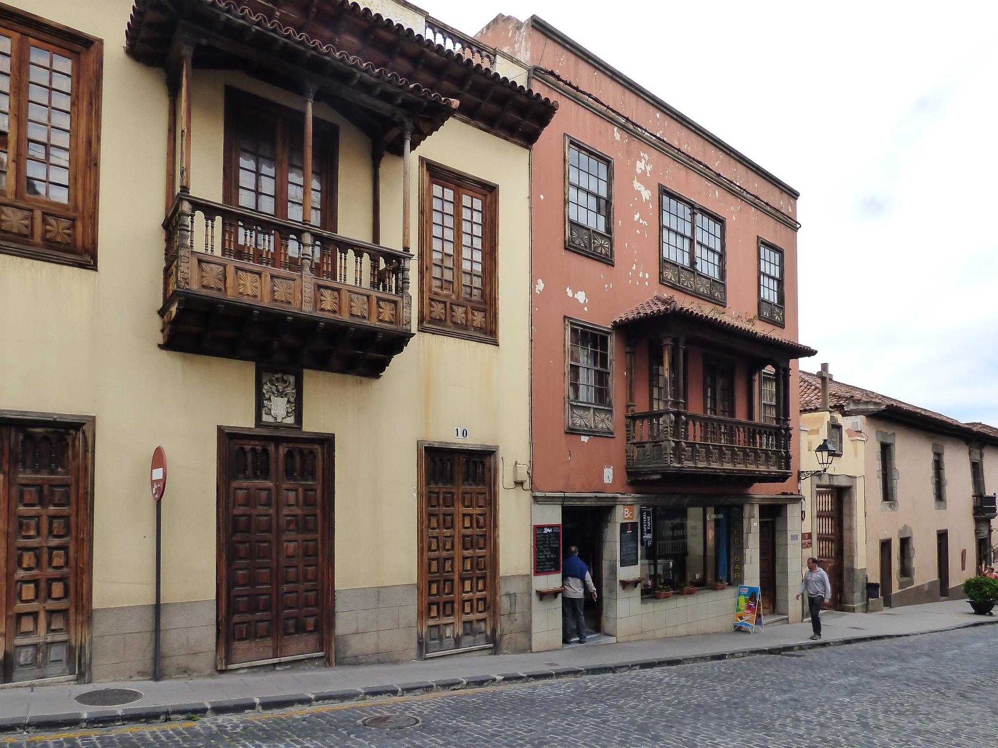 Balconies by Roberto Justo Robiolo