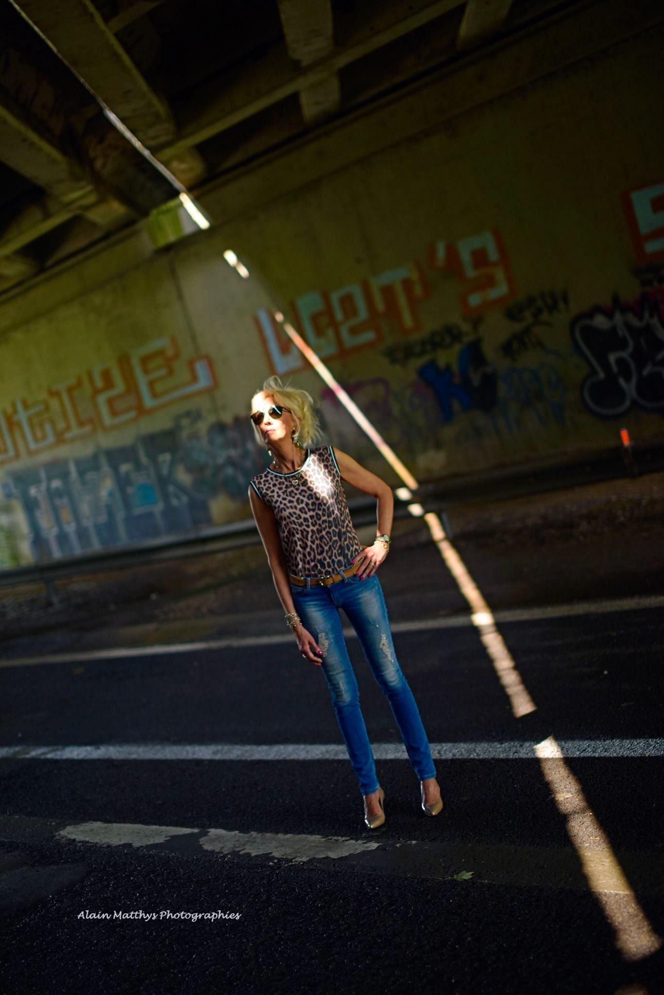 Photo in Portrait #urbex autoroute femme lumière