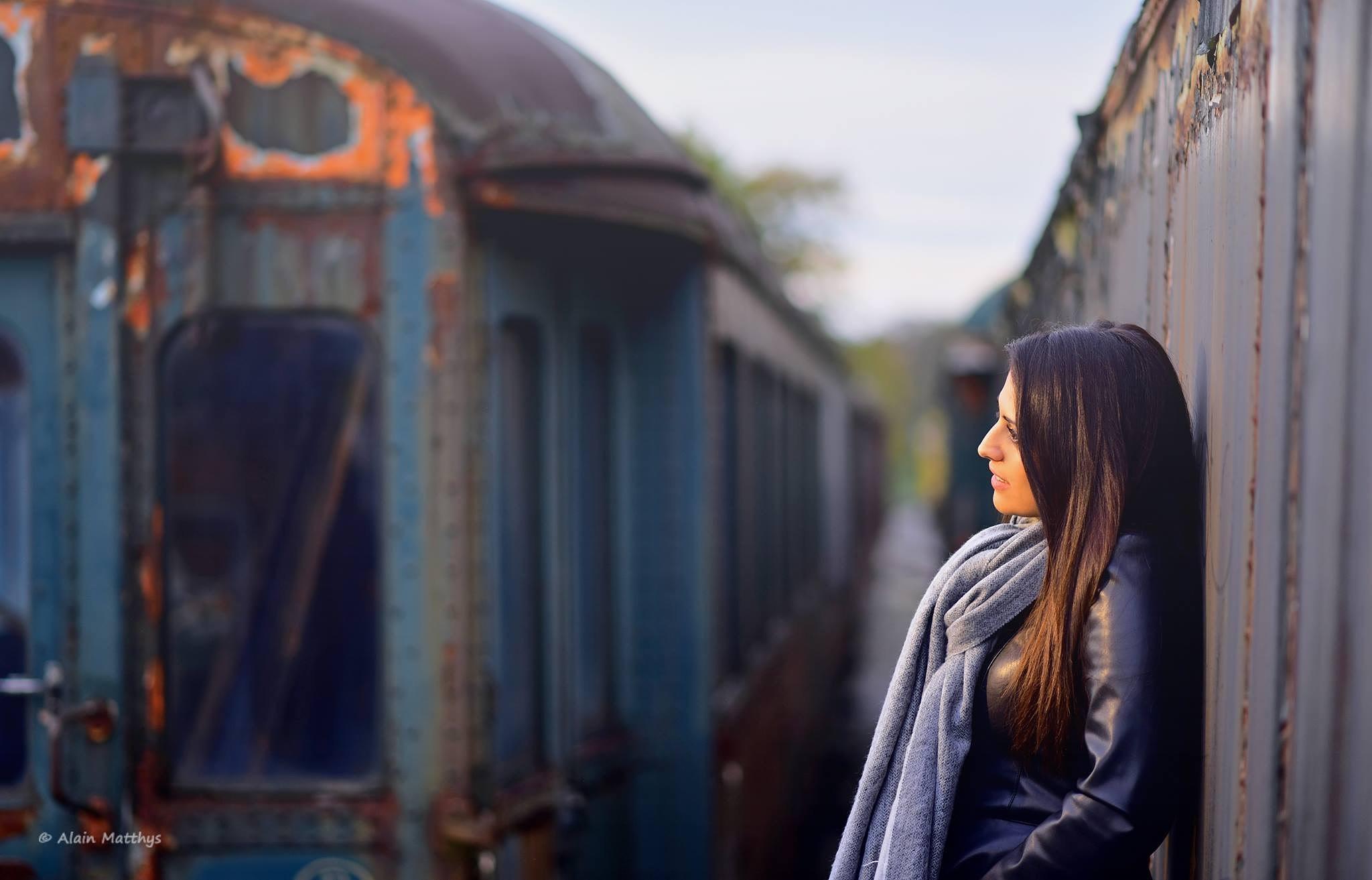La dame et le vieux train  by AlainMatthysPhotographies