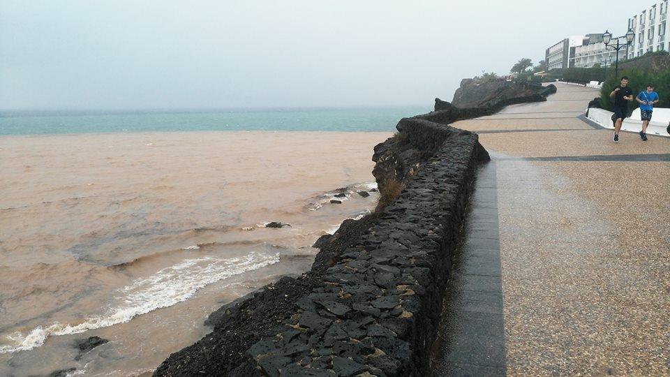 Ocean pollution after heavy rains in Playa Blanca by JohnChapeaux