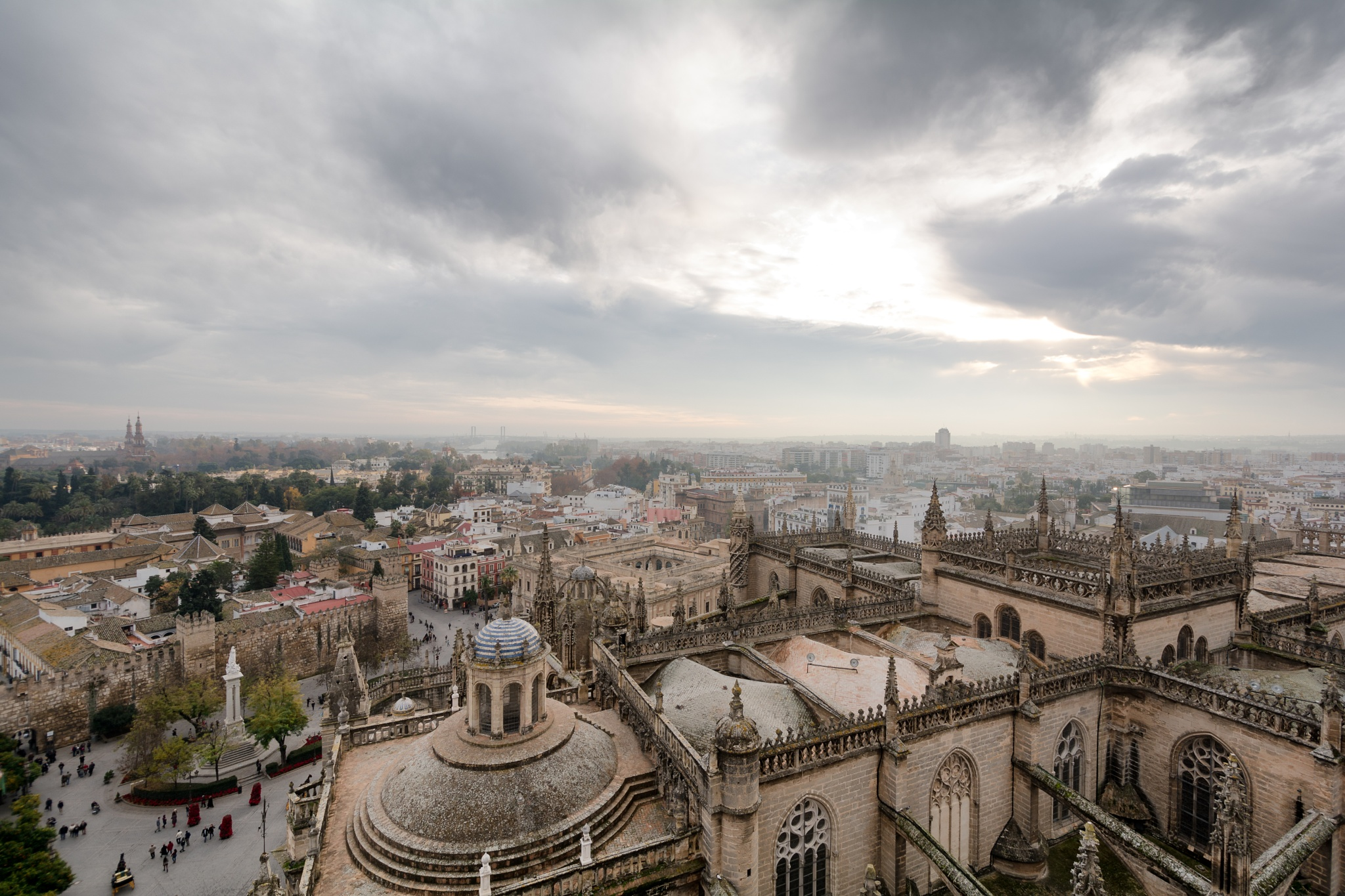 Top of the Giralda, Cathedral by Uiler Costa