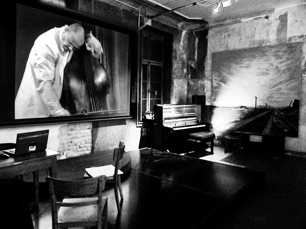 Performance allone by Gernot Schwarz