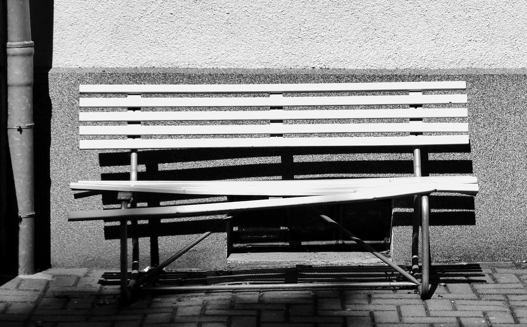 Broken bench by Gernot Schwarz