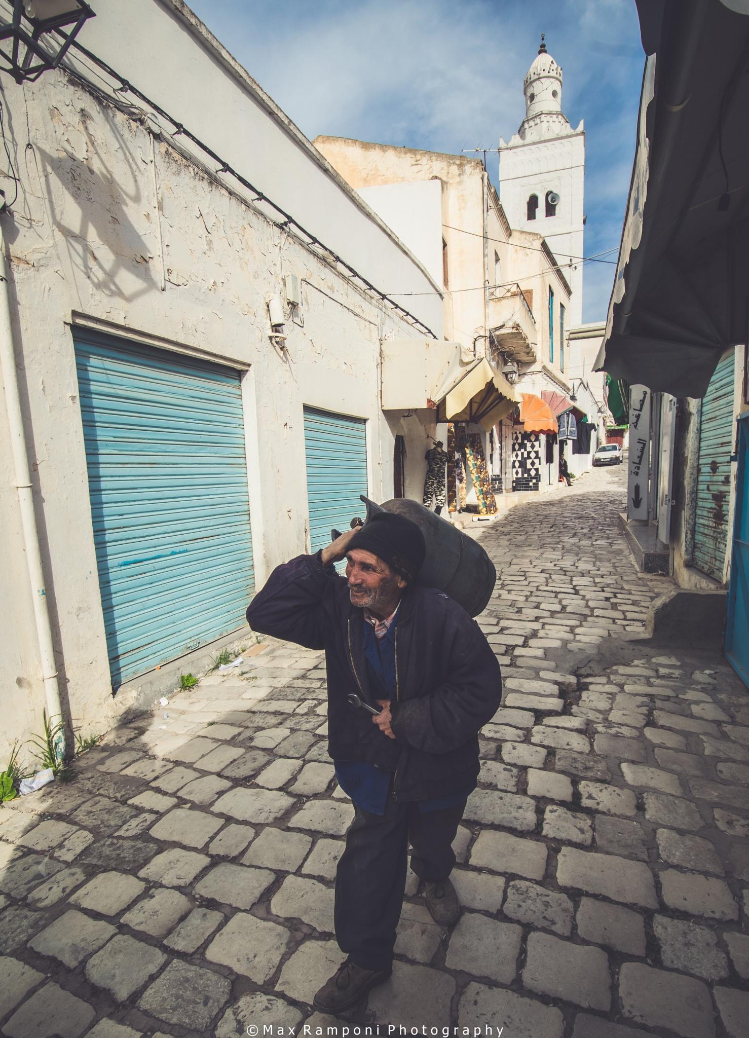 WALKING IN KEF TN by Max Ramponi