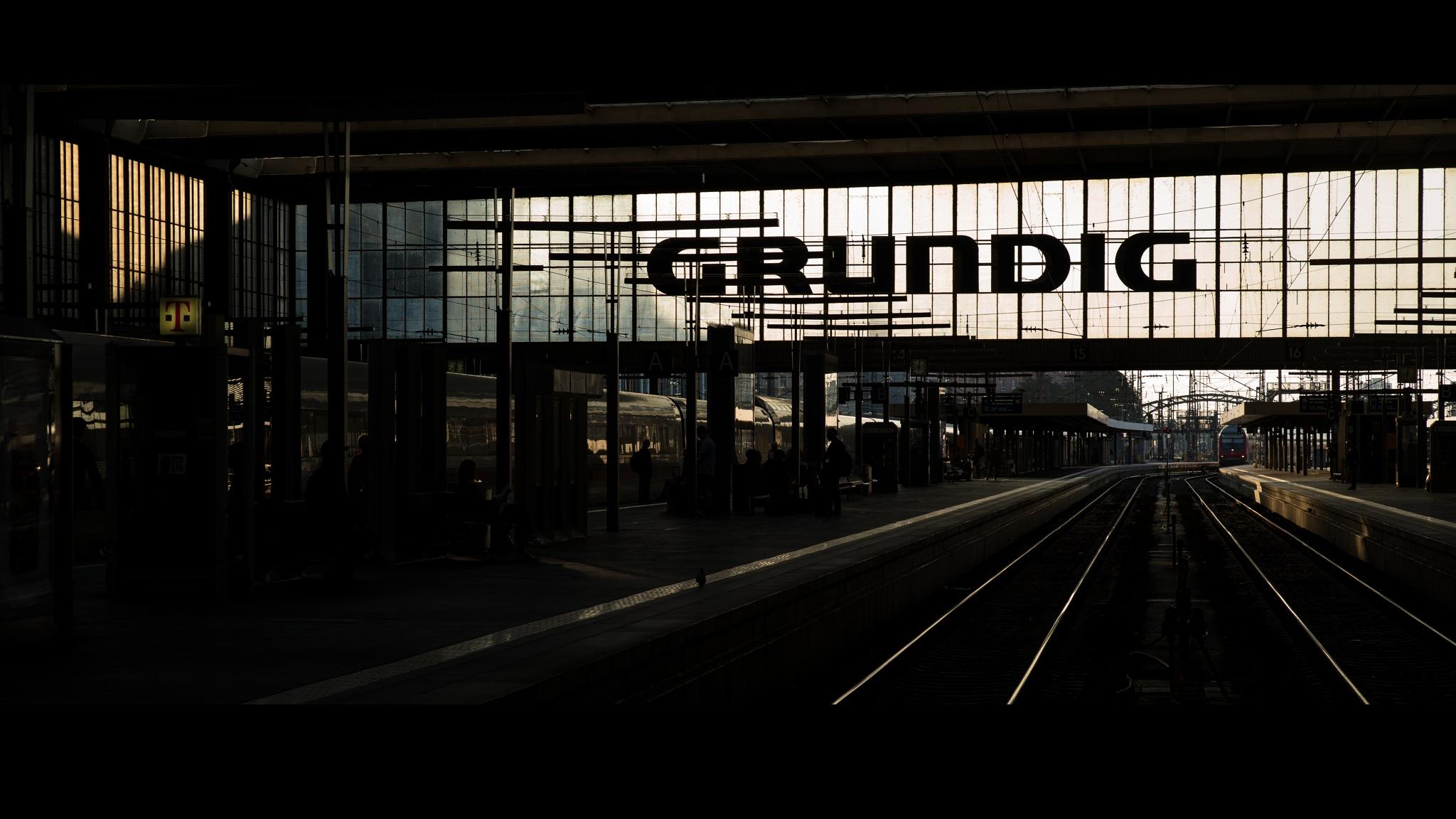 münchen hauptbahnhof by Ulrich Gerndt