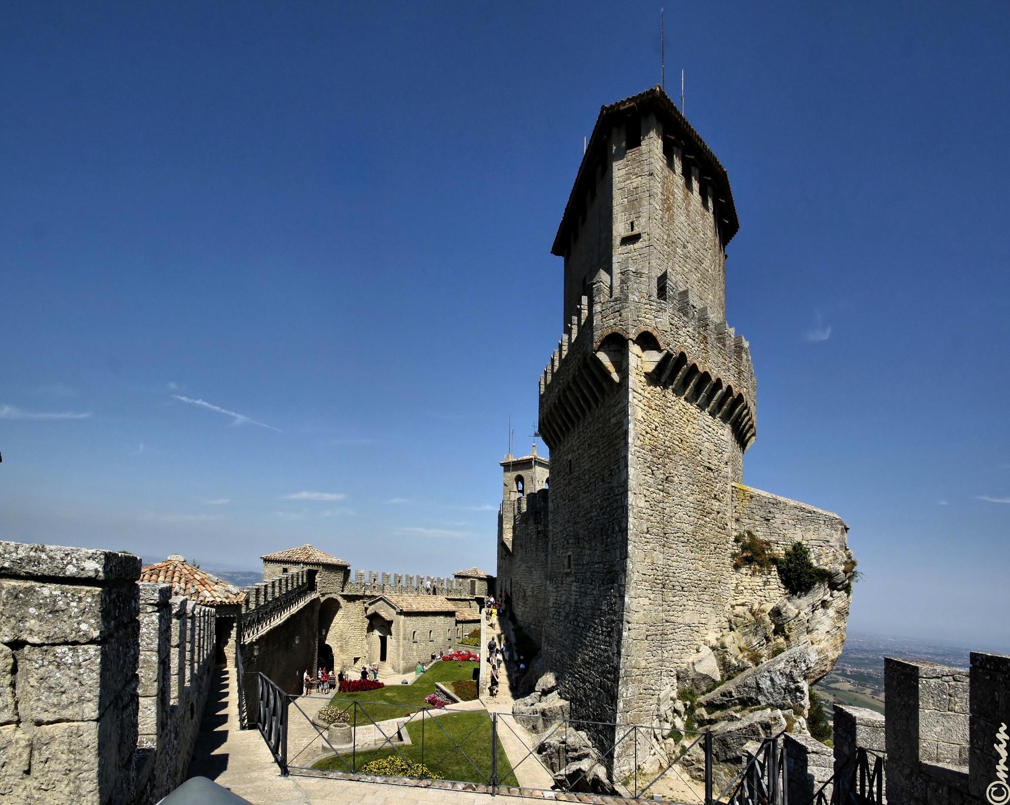 IL castello sul Monte Titano - Repubblica di San Marino by Mariano Arizzi Novelli