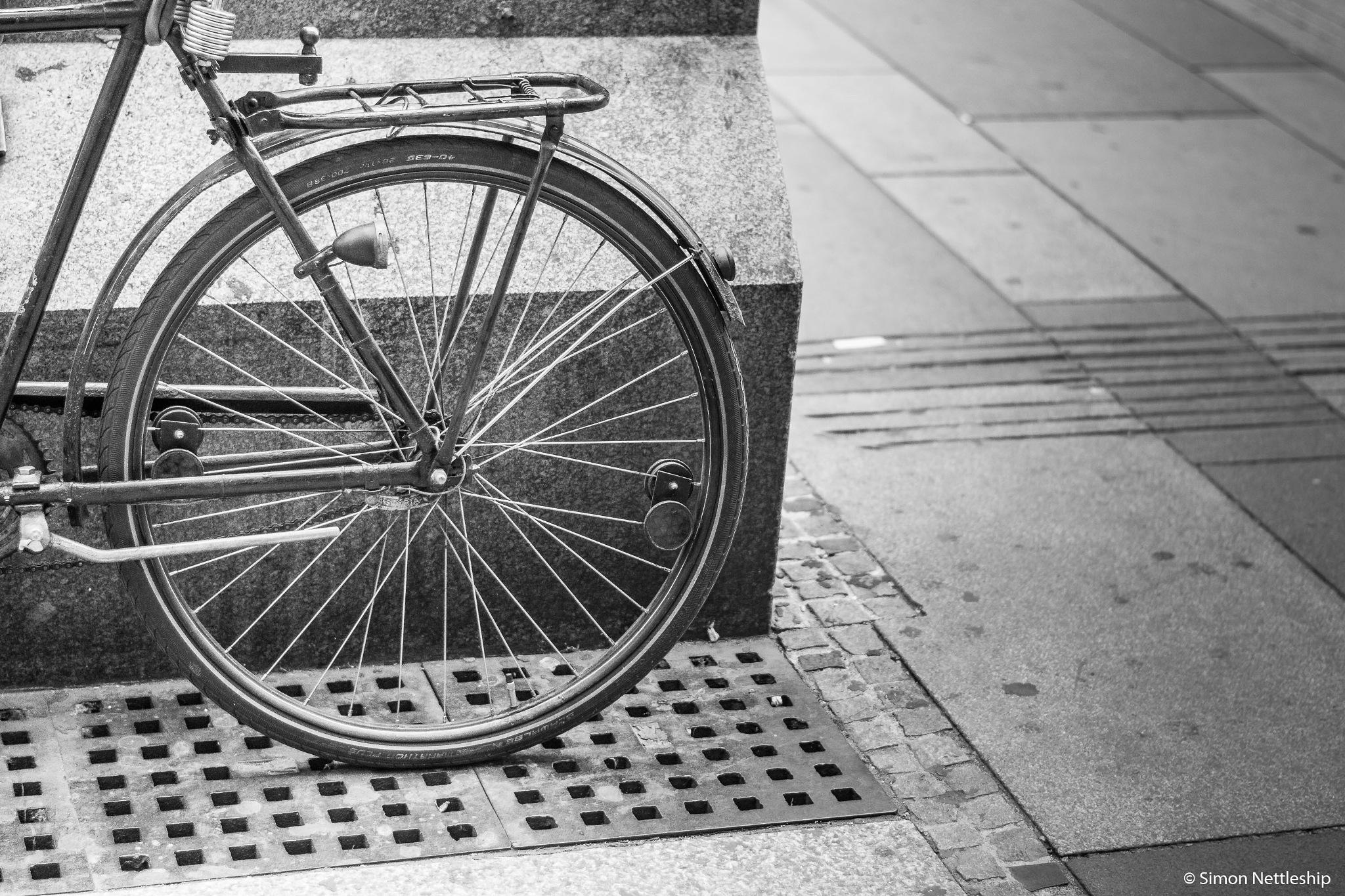Bike on the street by Simon Nettleship Photography
