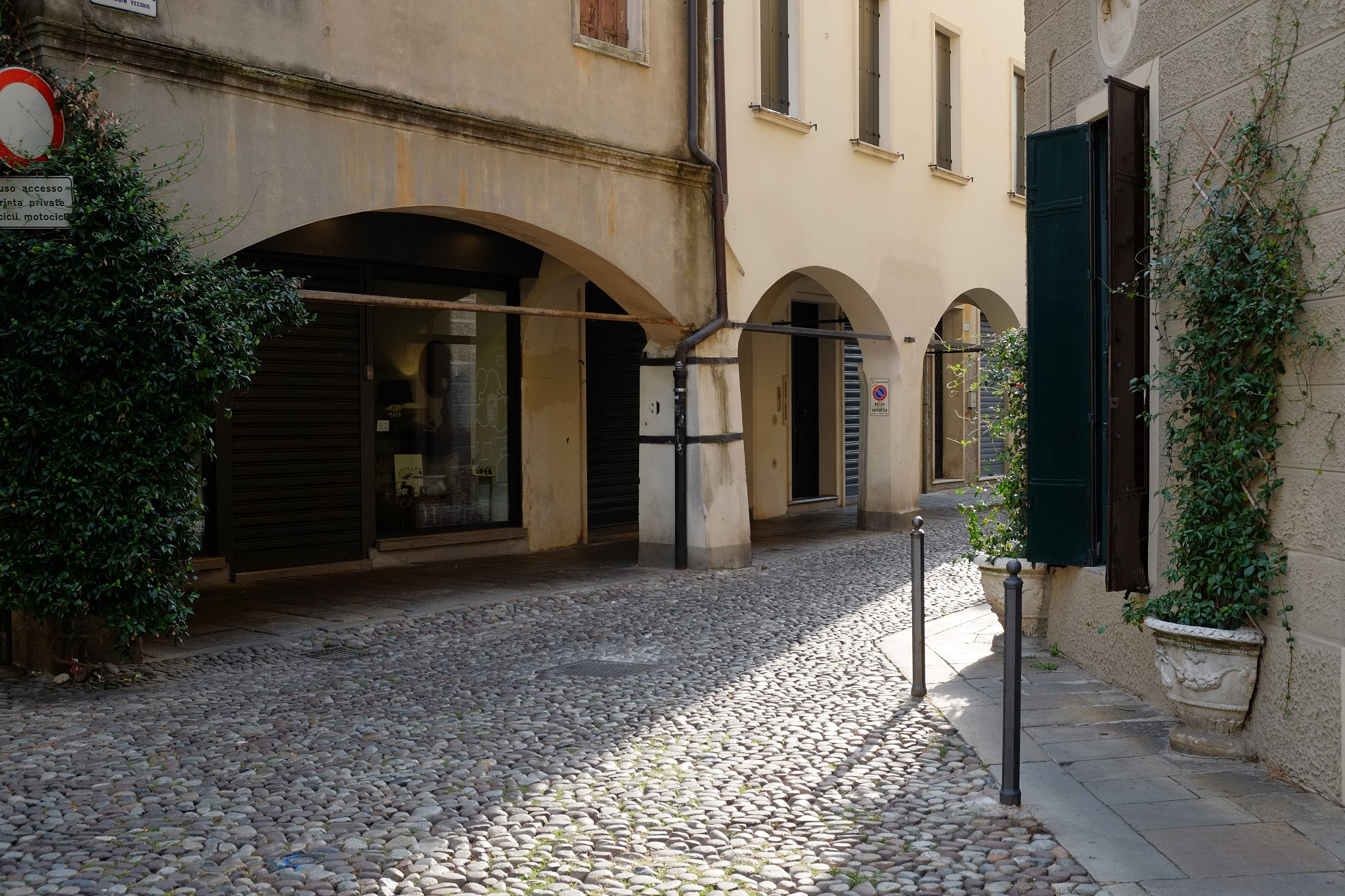 Quiet corner of the old ghetto, Padova by Pete Hussey