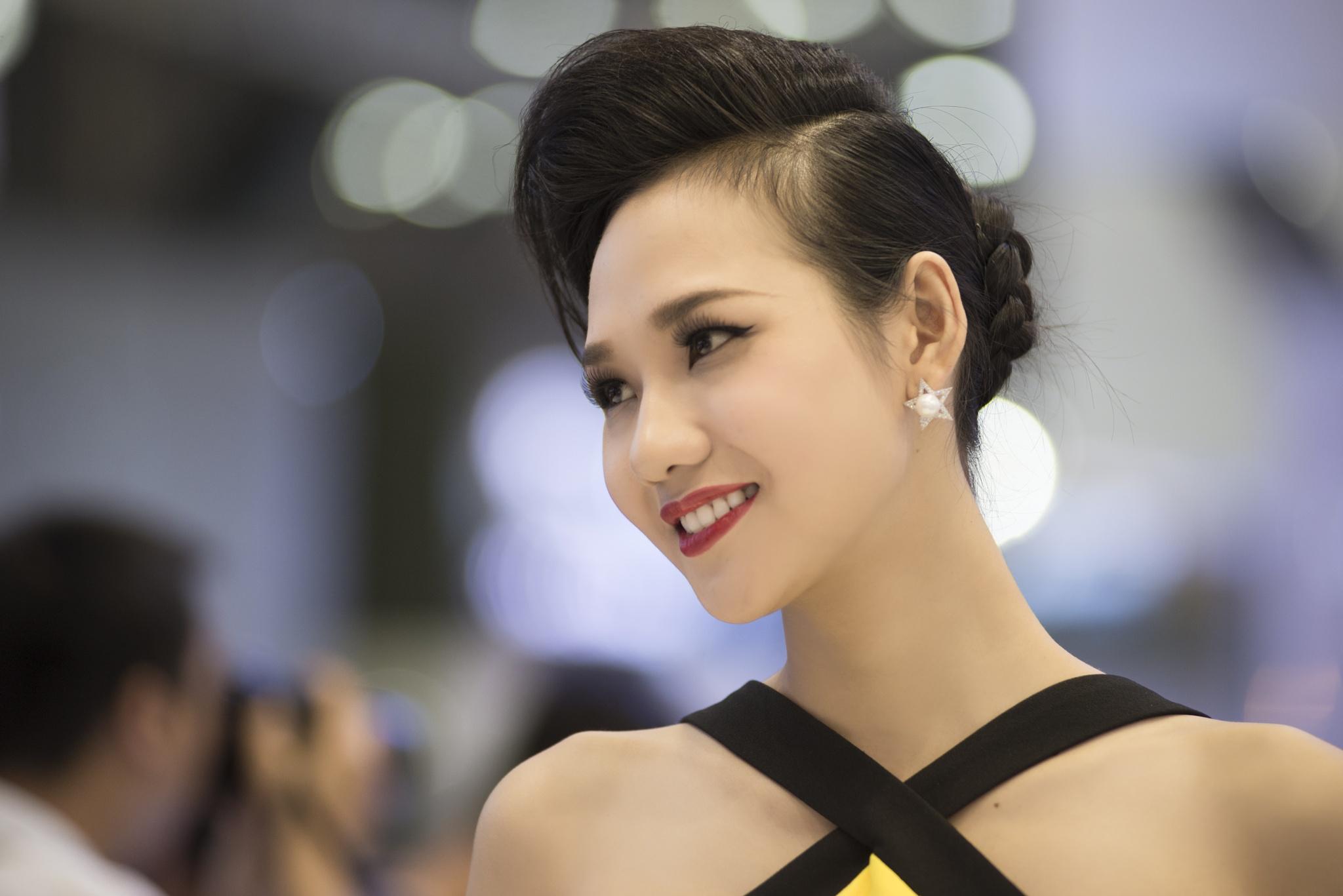 Vietnamese Girl by Trung Đặng