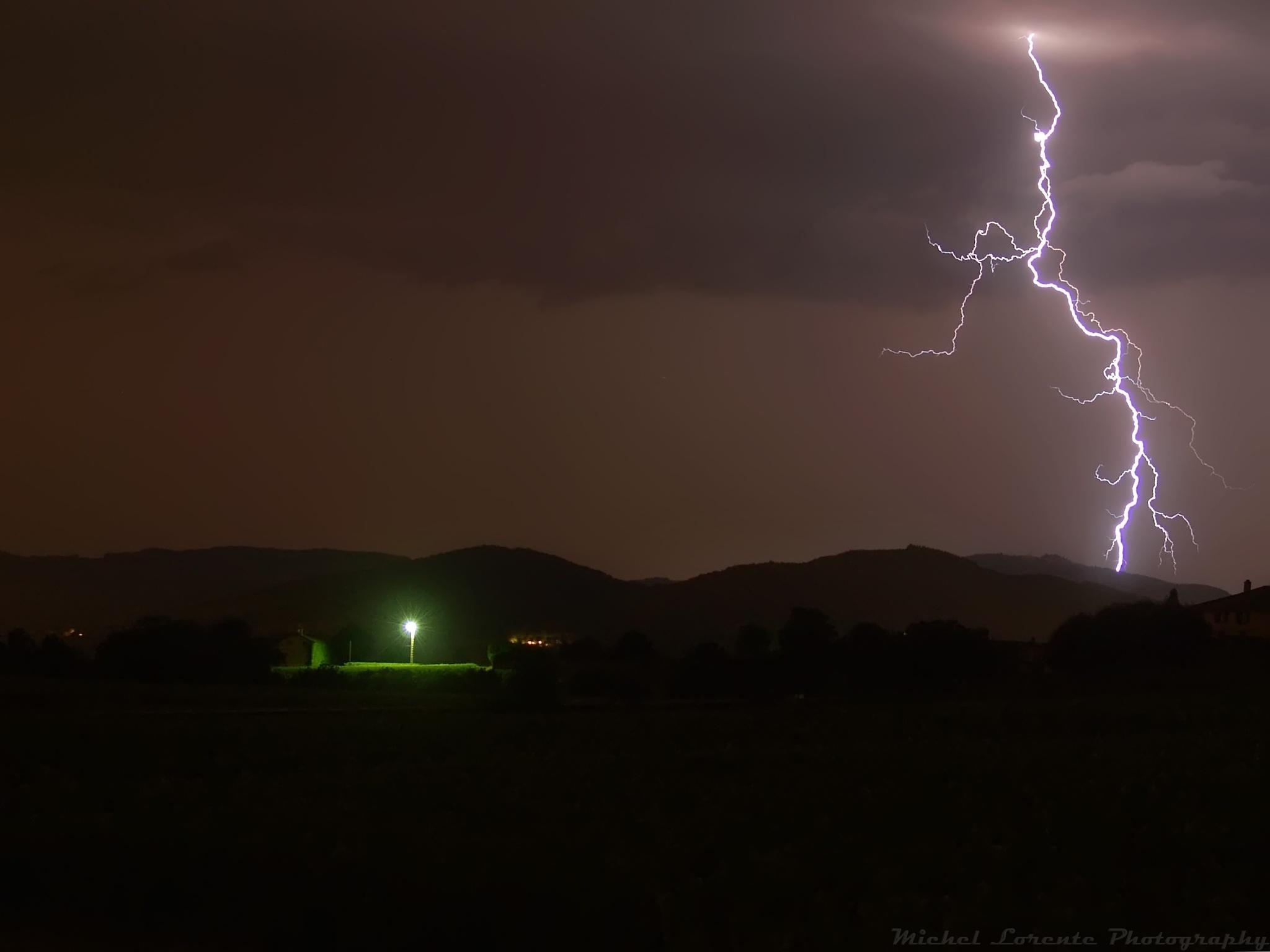 Streetlight vs Lightning by Milore