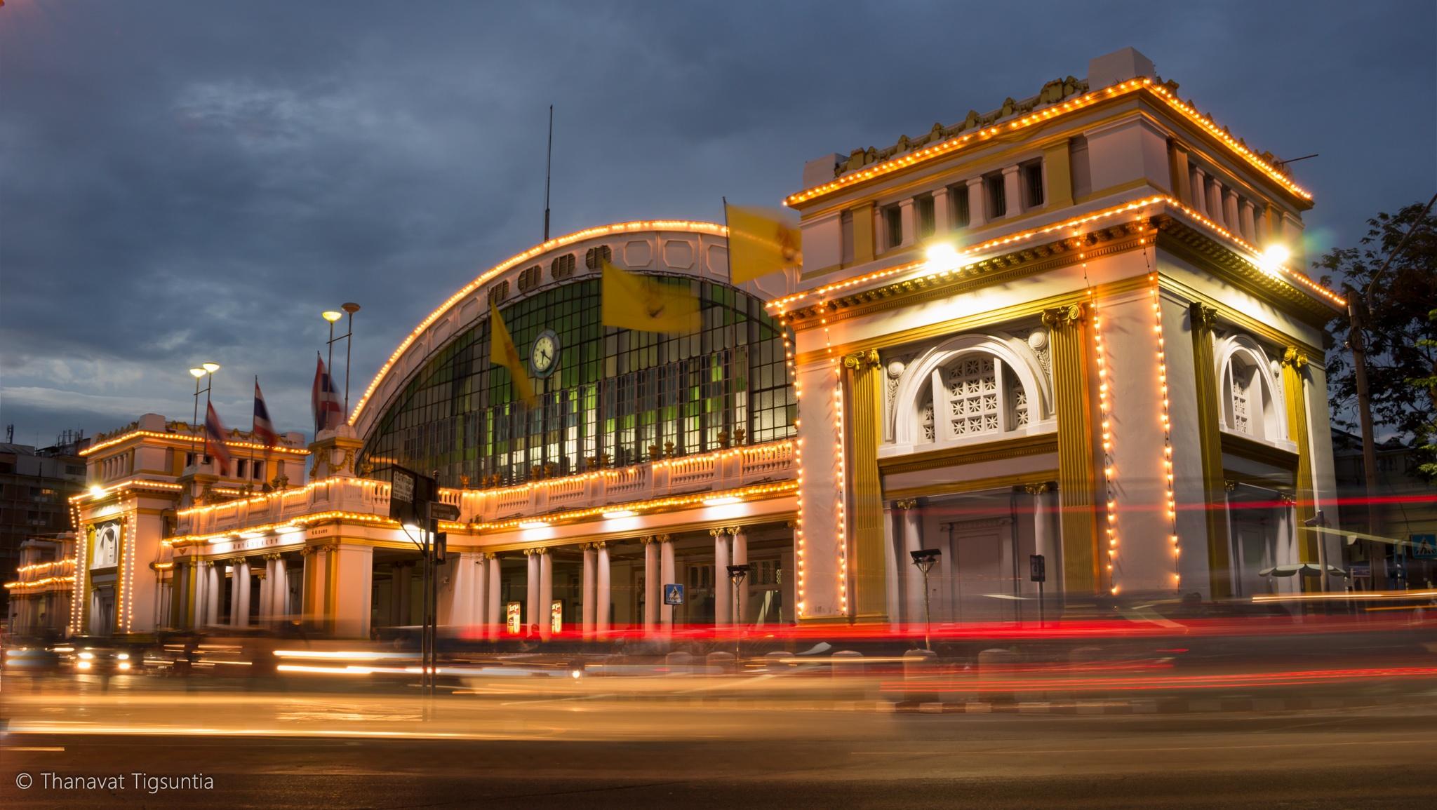 Hua Lum Pong : train station by thanavat tigsuntia
