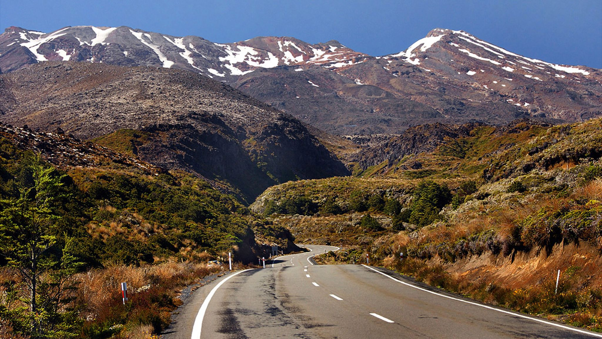 Road to Mt Ruapehu by DraganKeca