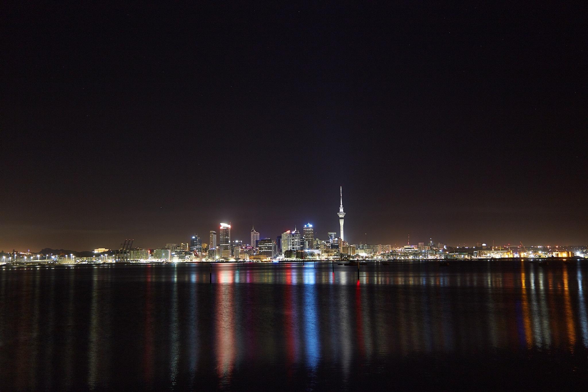 Auckland at night by Adriel Kloppenburg