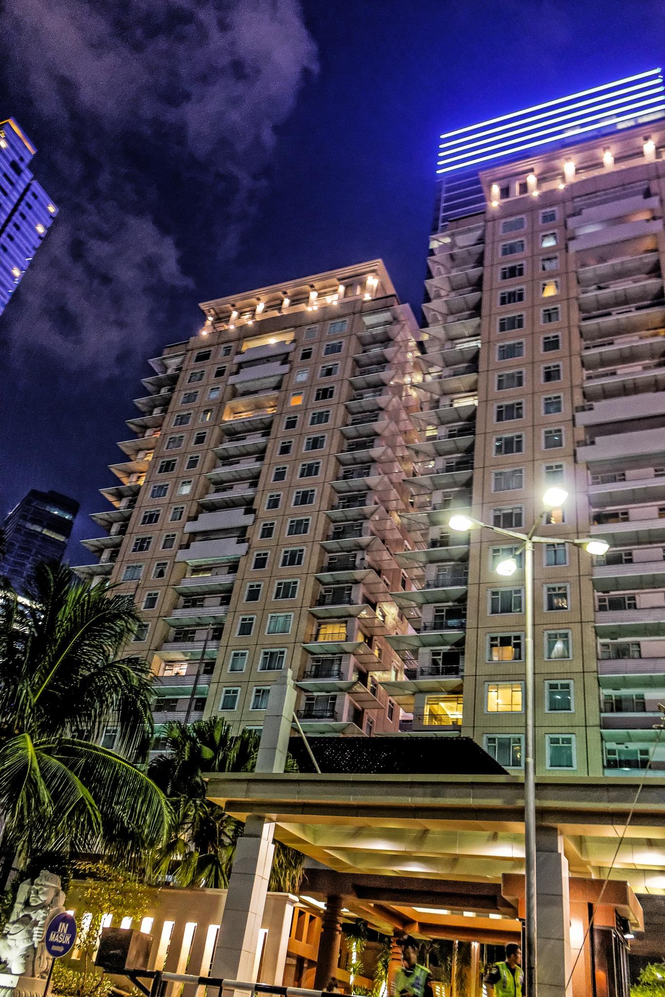 Half Front View Night at Istana Sahid Apartement by Anthoen Luciferano Karnanta