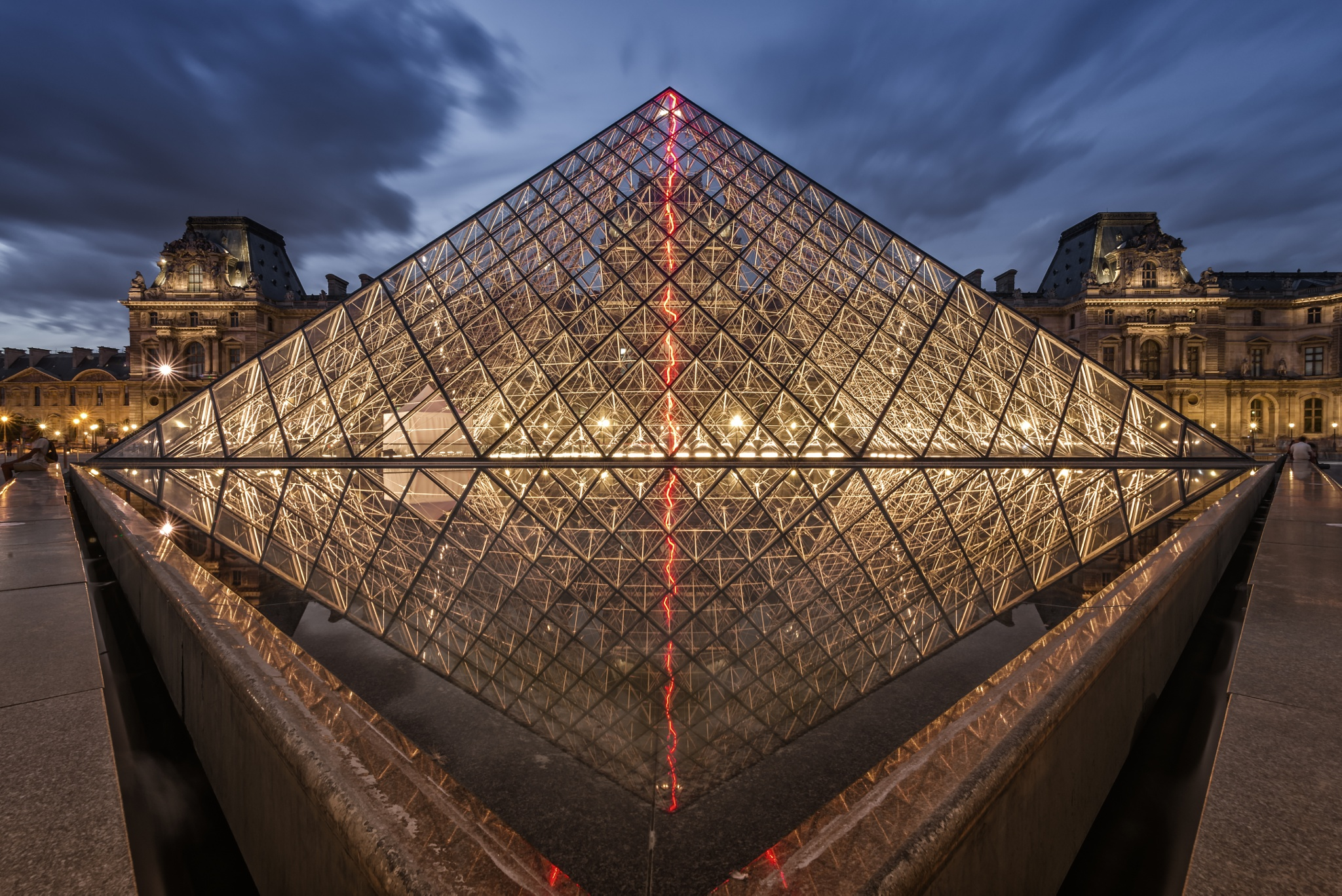 Louvre by piotr j