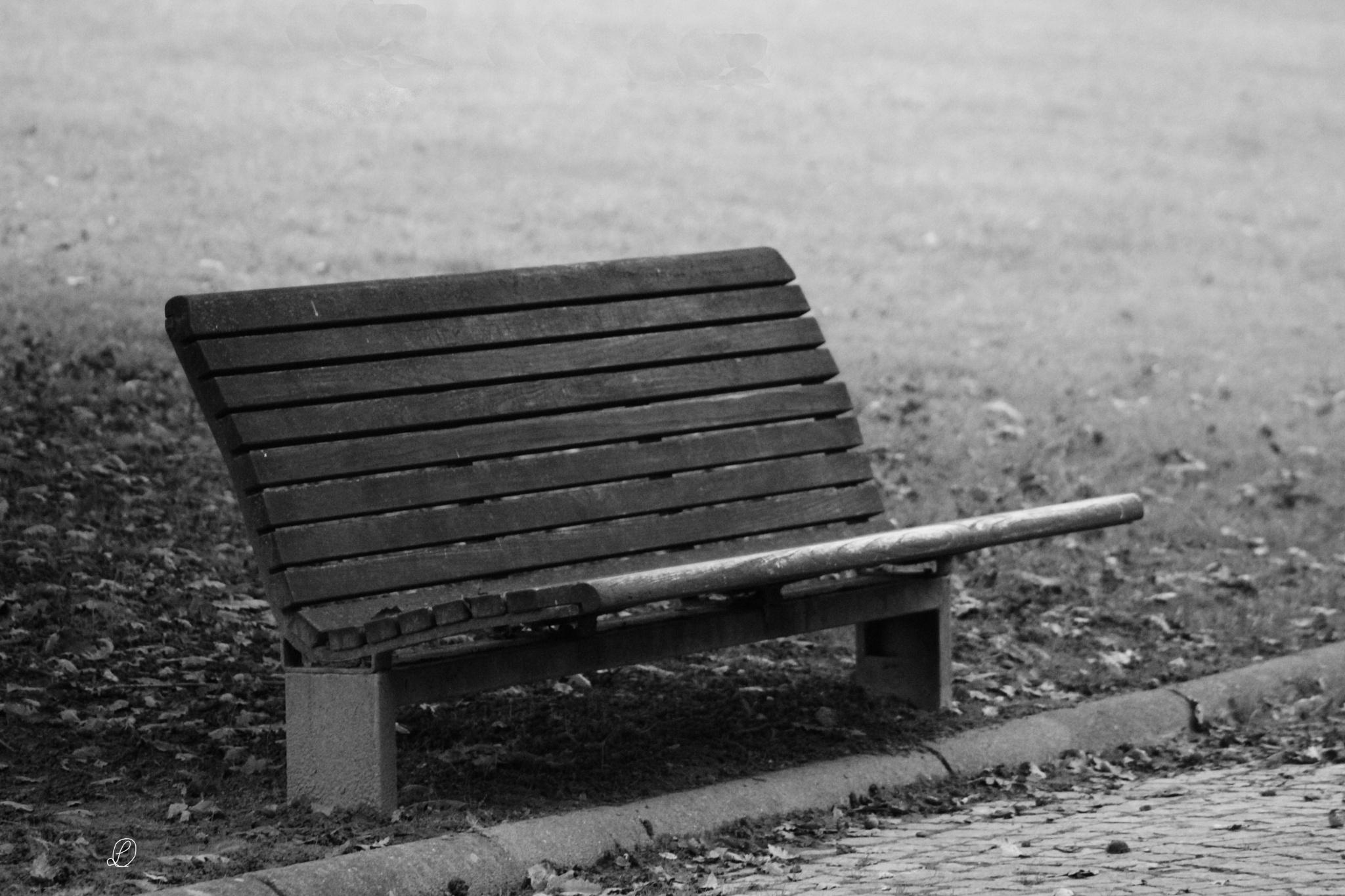 Sedersi..... ottobre  grigio by Luca Caldi
