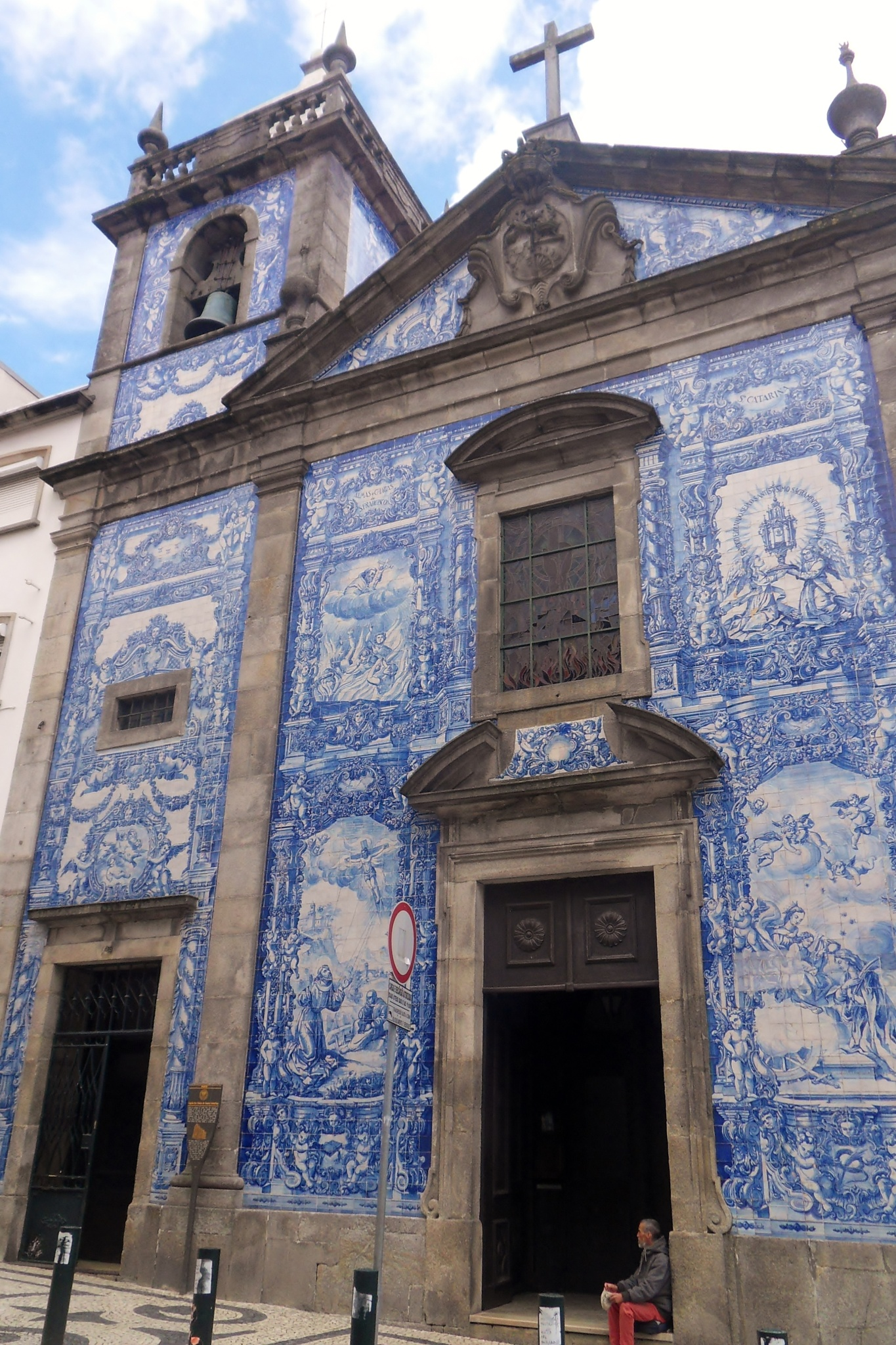 Church in Porto by Barbara Bumm