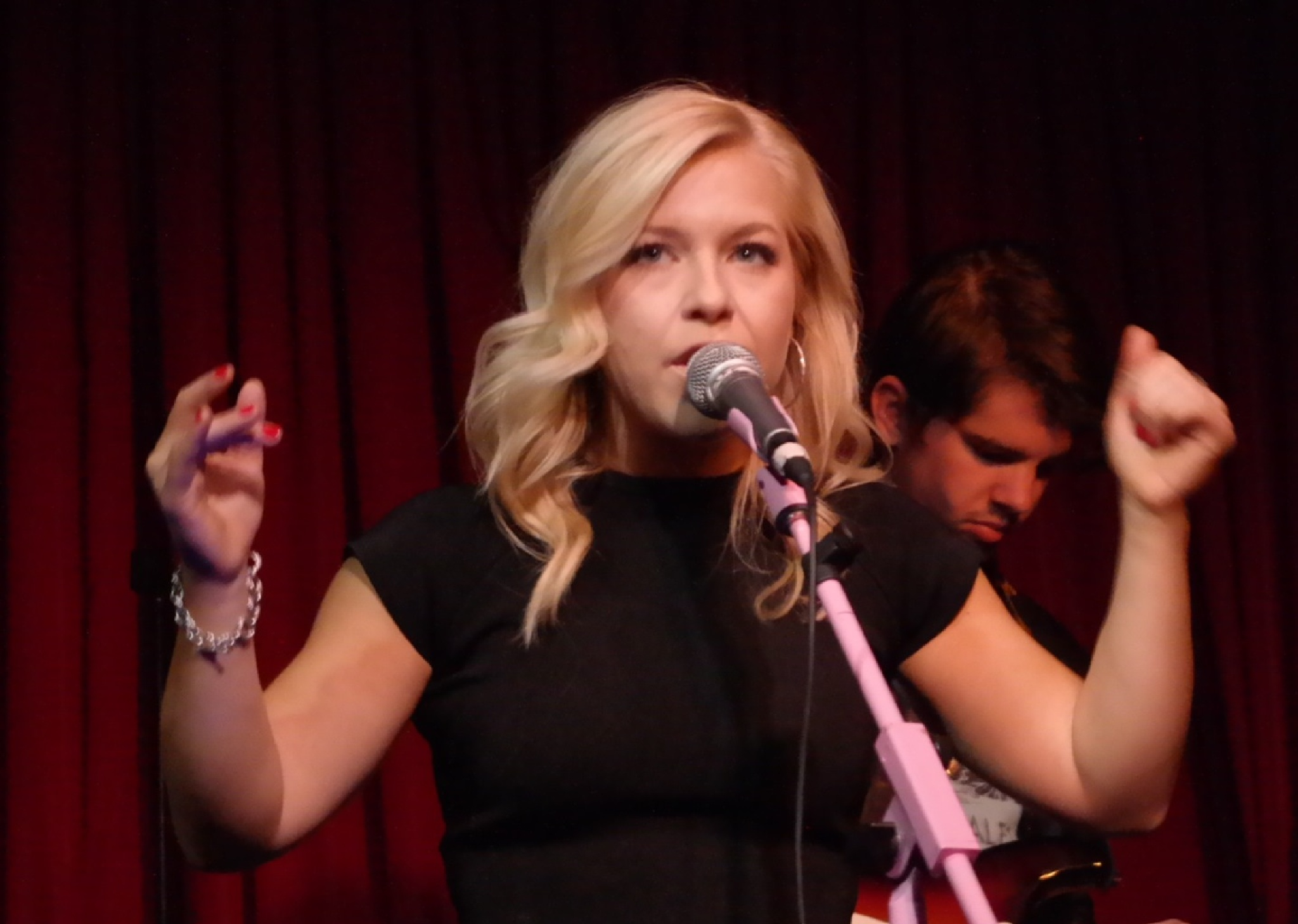 Maggie Szabo at Hotel Cafe by musicfridaylive