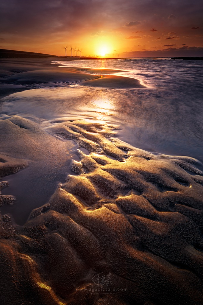 The sunset beach by agapicture