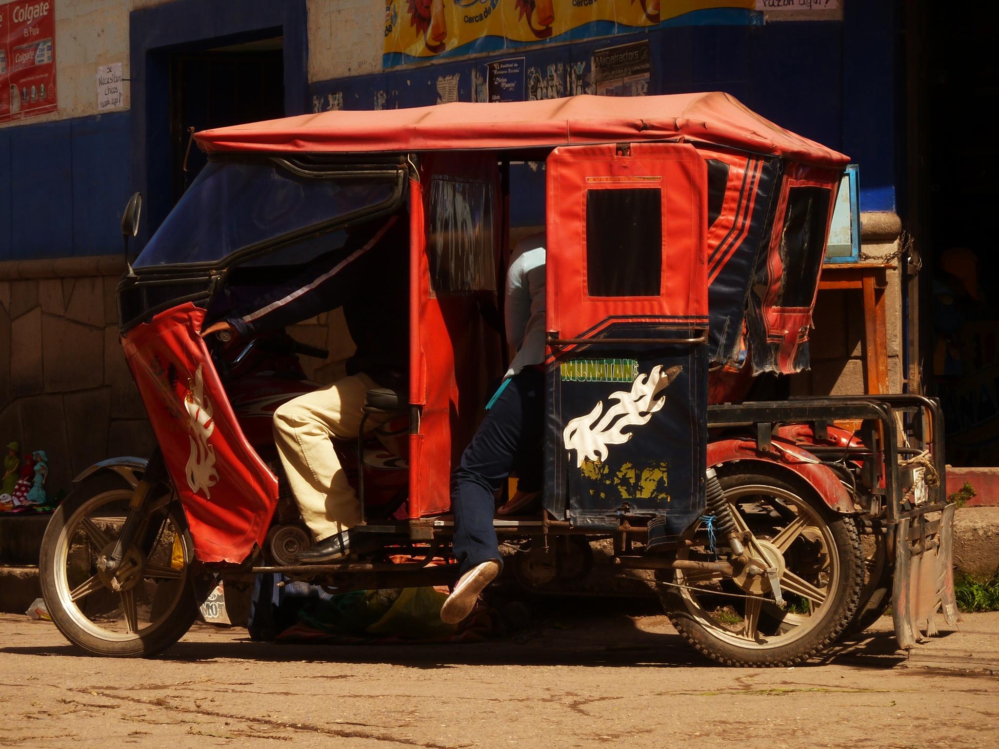 MotoTaxi / Peru by FredWillem