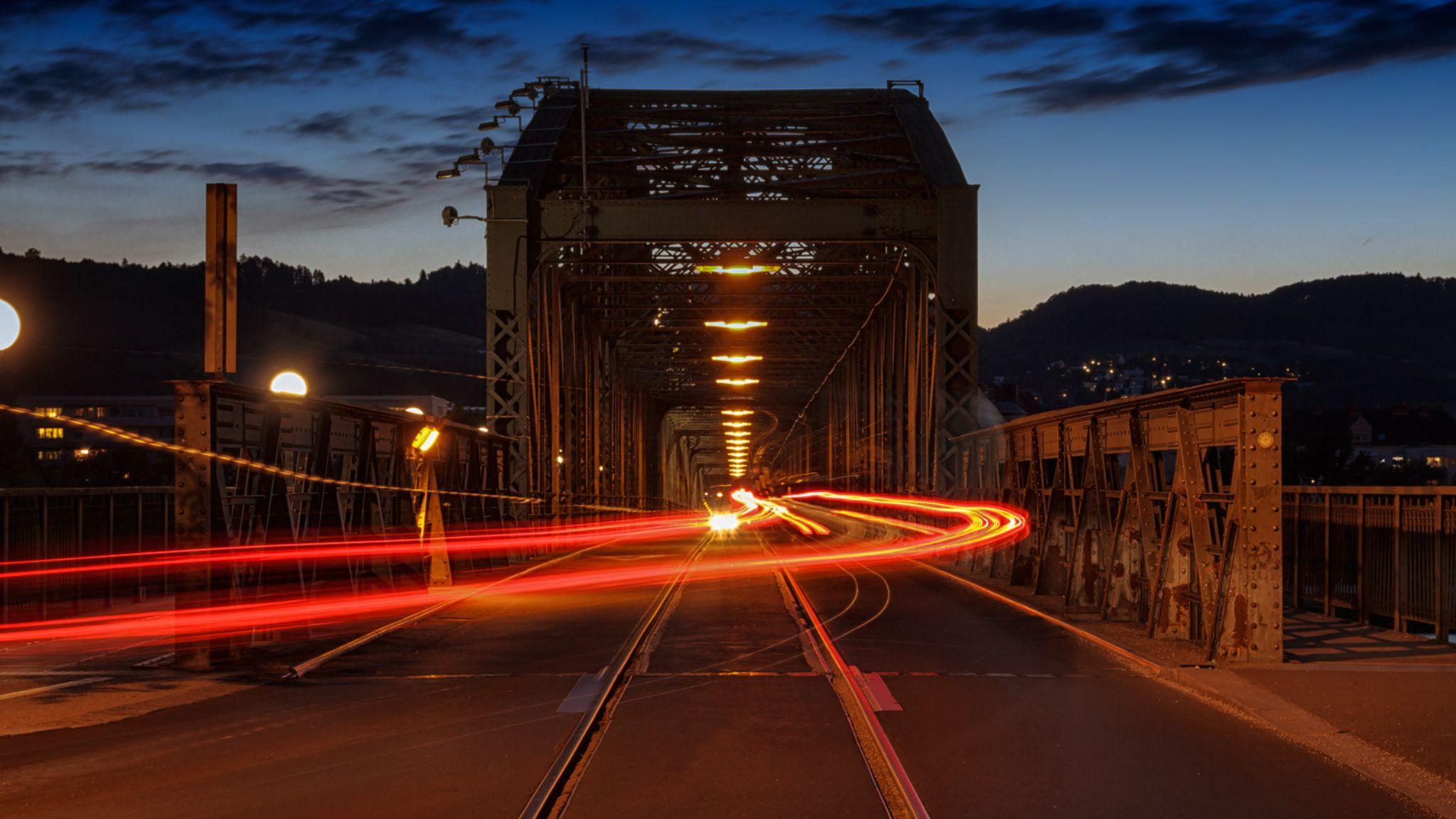 Alte Eisenbahnbrücke Linz by Bastian Schimpf