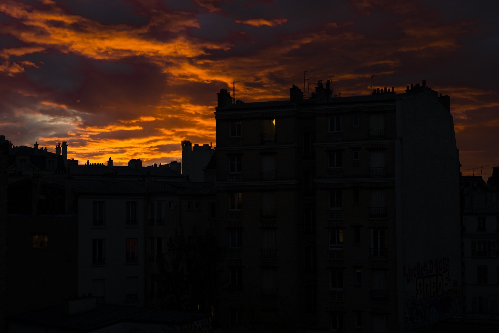 LIGNE D'HORIZON / UNDER A BLOOD RED SKY by Lëon