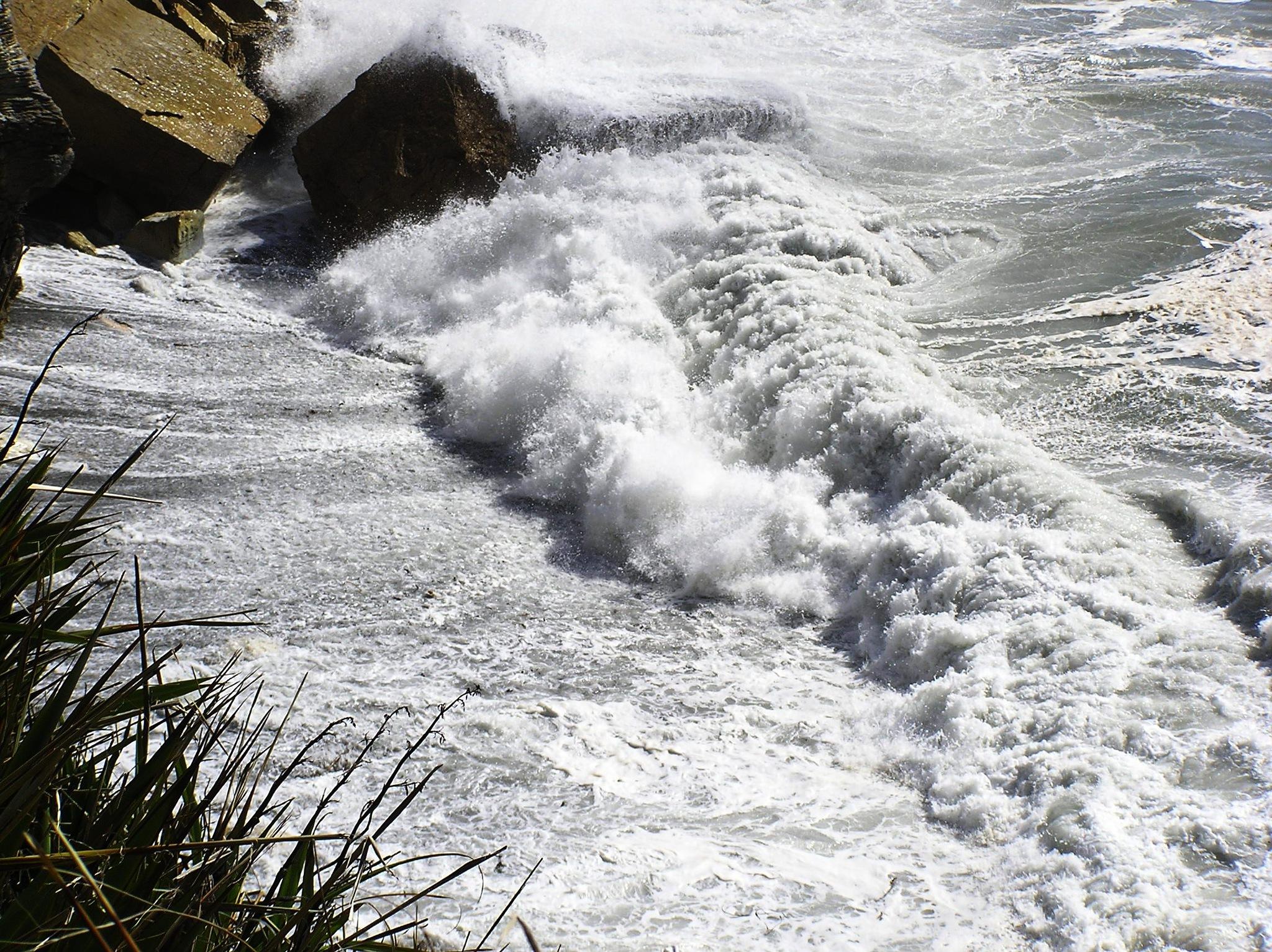 Waves at Punakaiki by Luigi Cappel