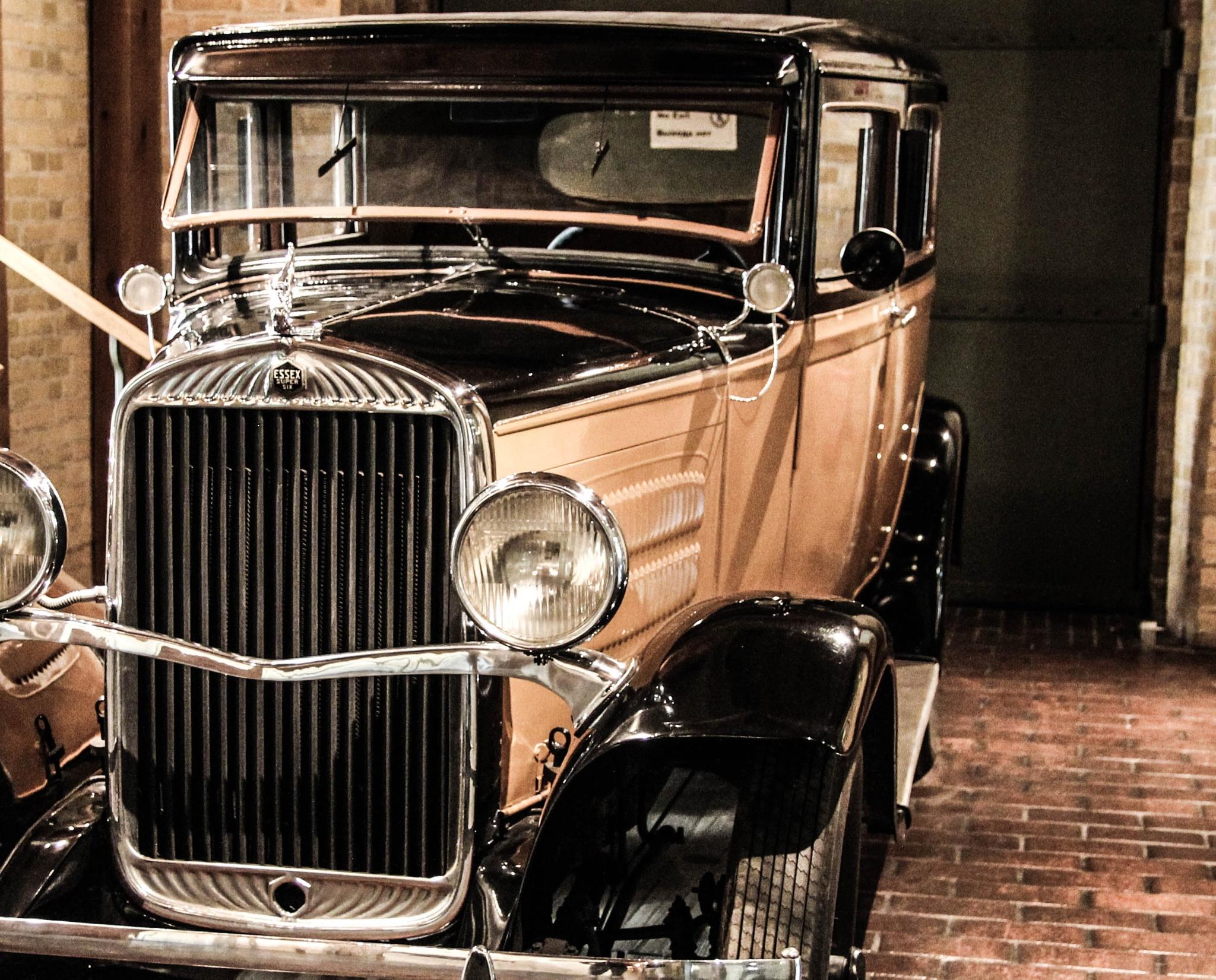 Vintage car by Dmitry Lev-ari