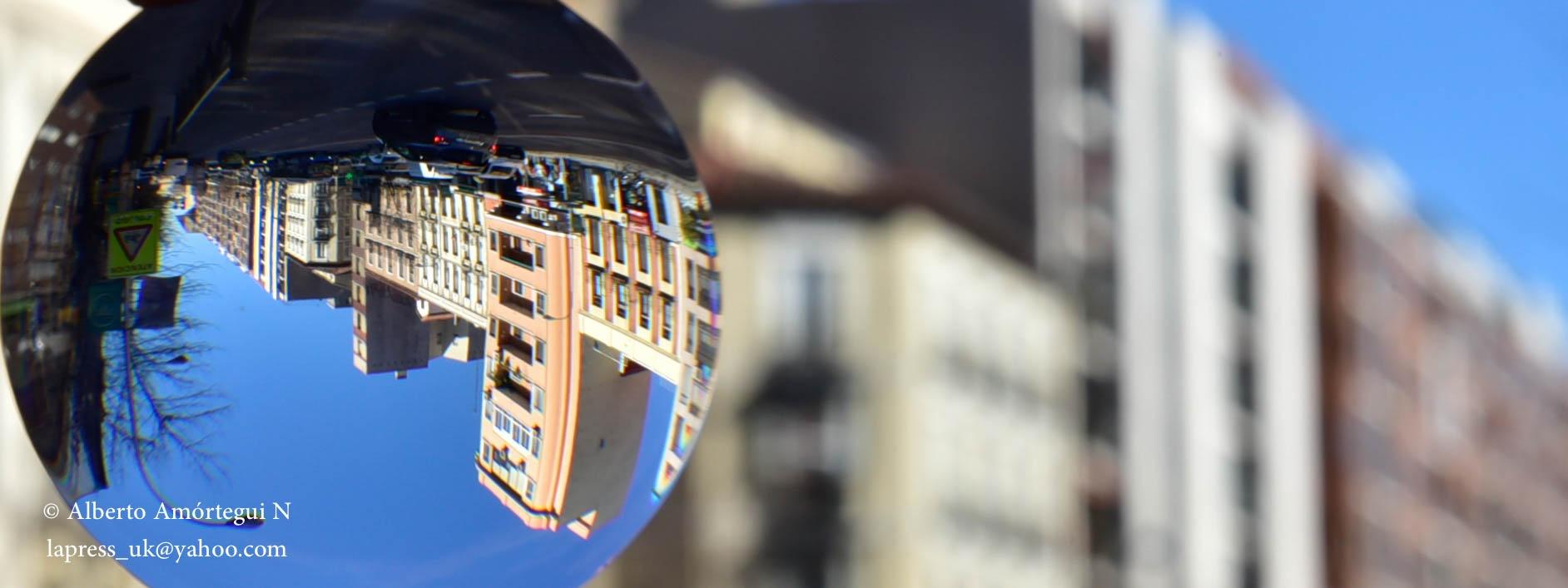 La lente by Alberto Amortegui