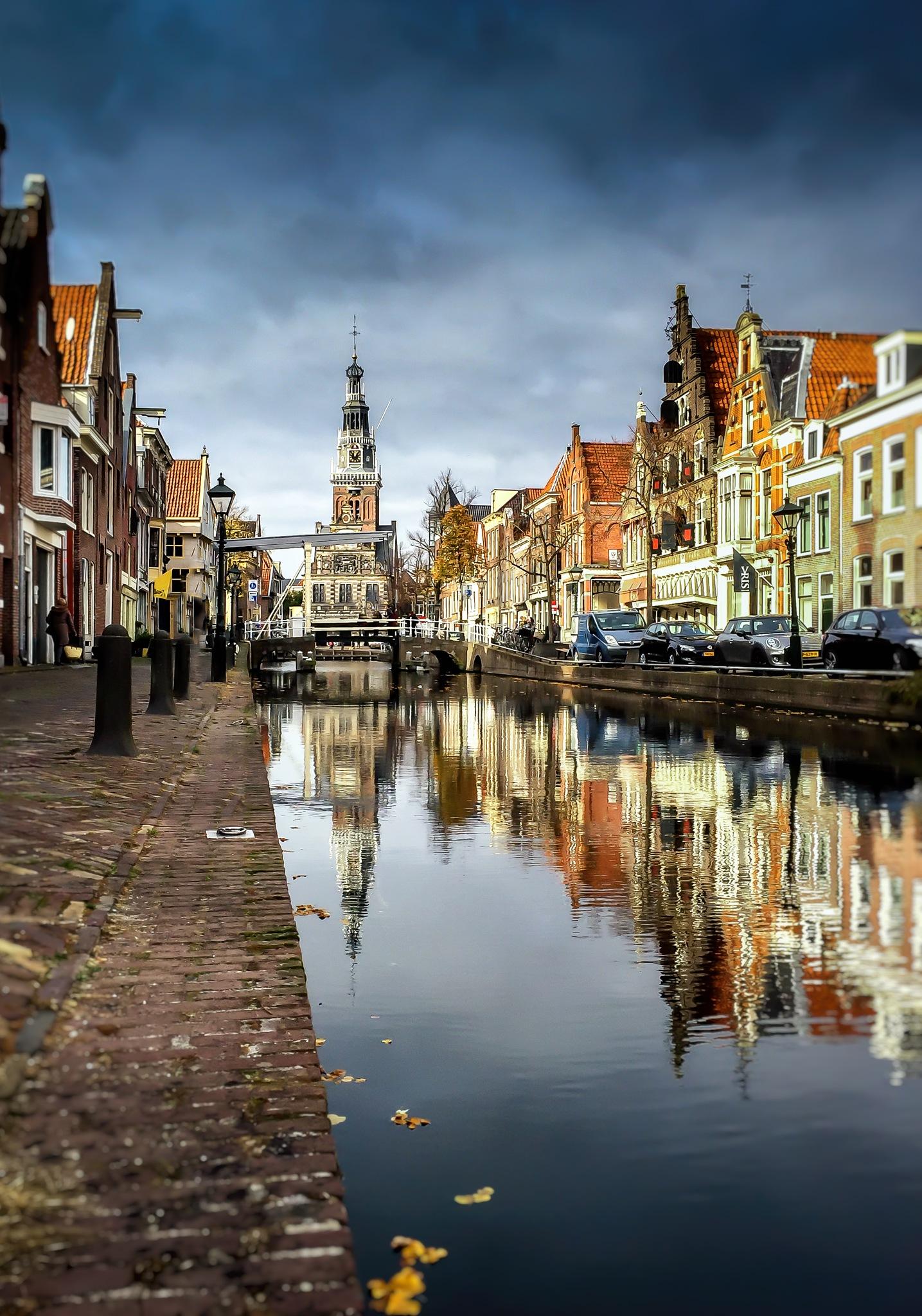 Waag by Peter van der Waard