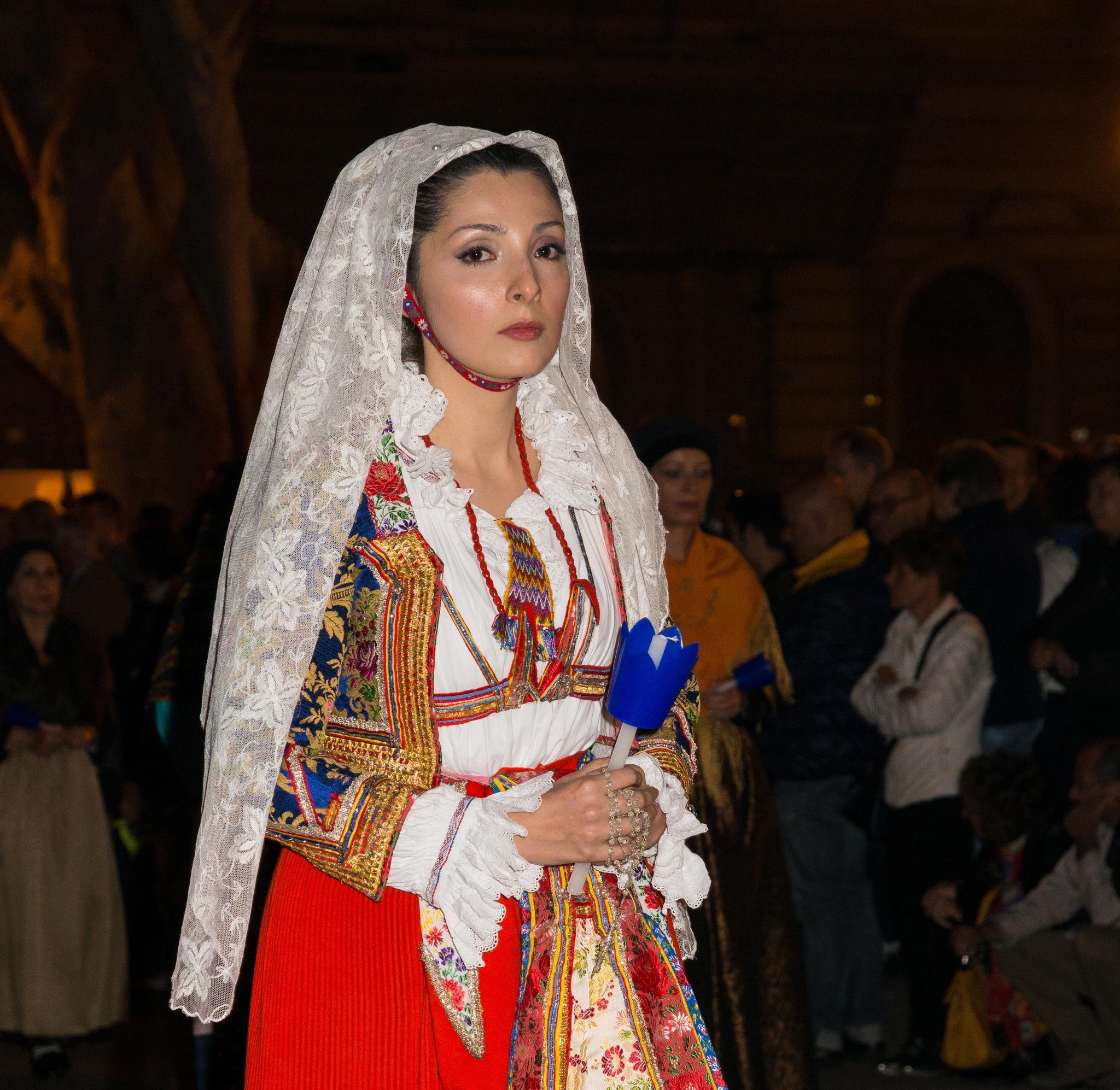 "Costume Sardo (Cagliari ""Ballu Tundu Karalis"") by corvonero"