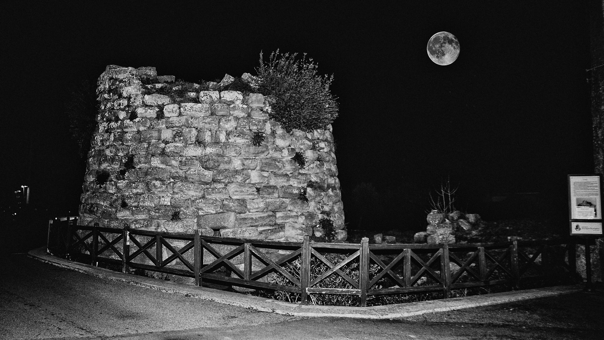 "Nuraghe  ""Sa Parrocchia""  (Siurgus Donigala-Sardegna) by corvonero"