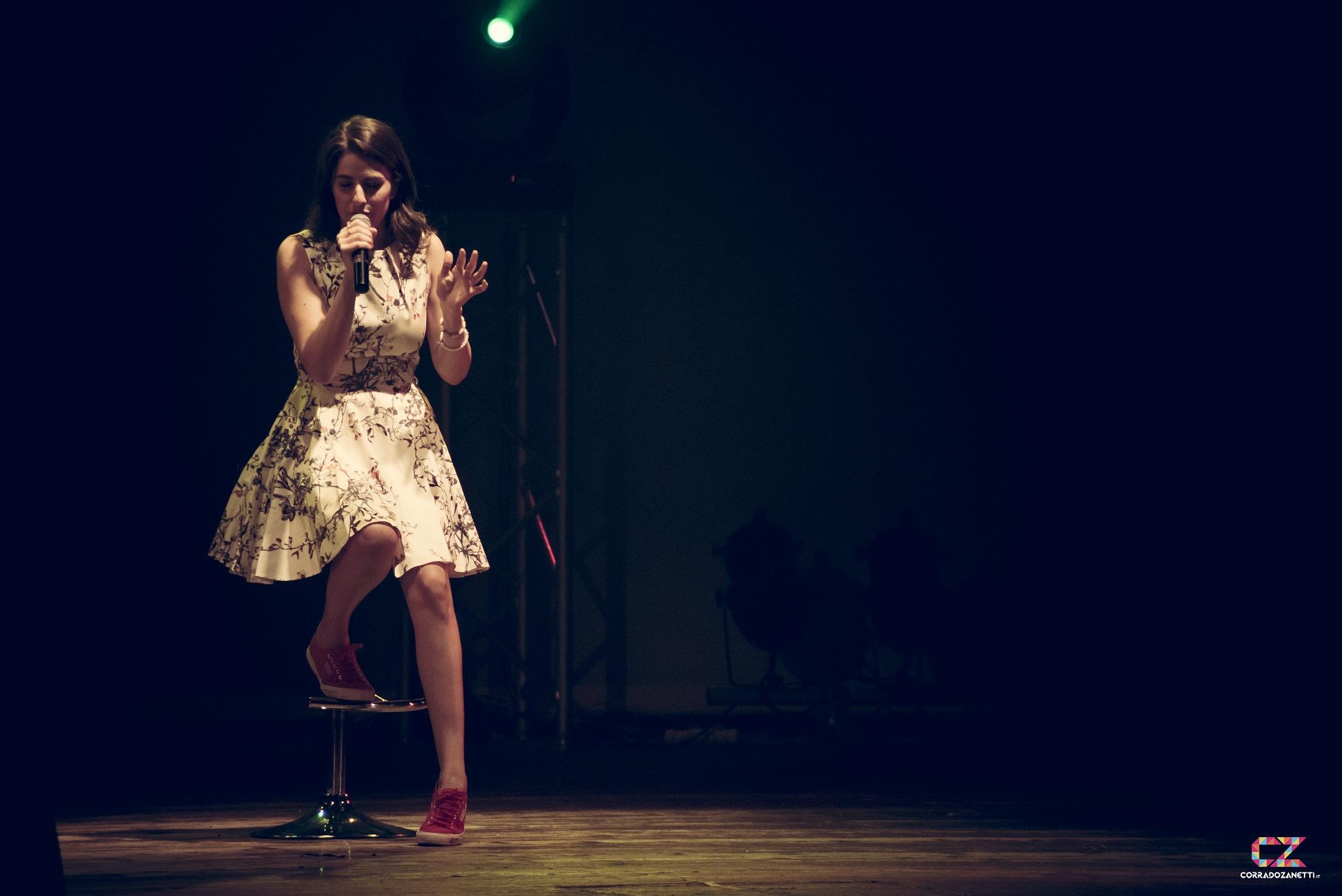 Diana Del Bufalo Singing by zanetticorrado